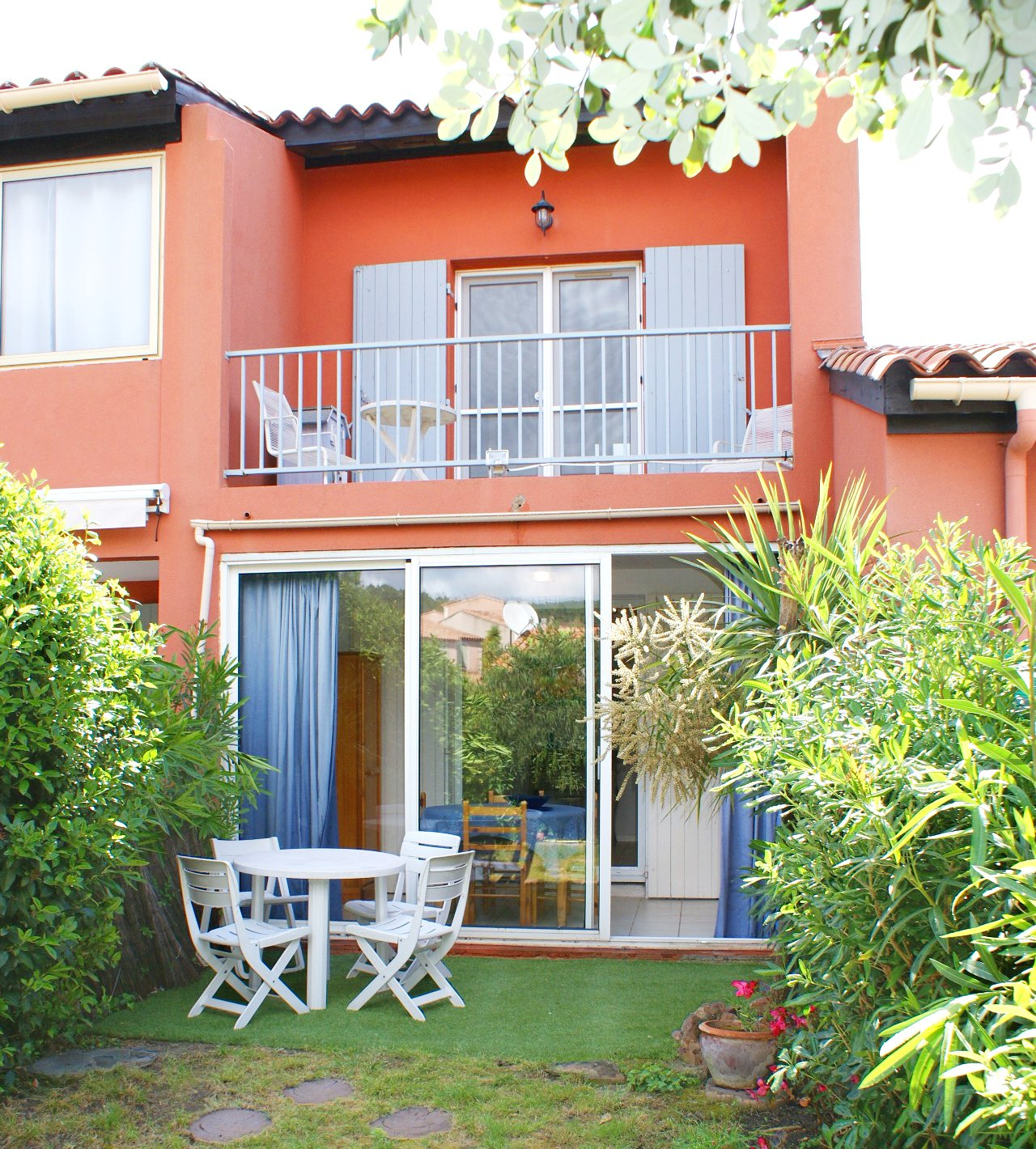 3-room terraced house on 2 floors with small garden