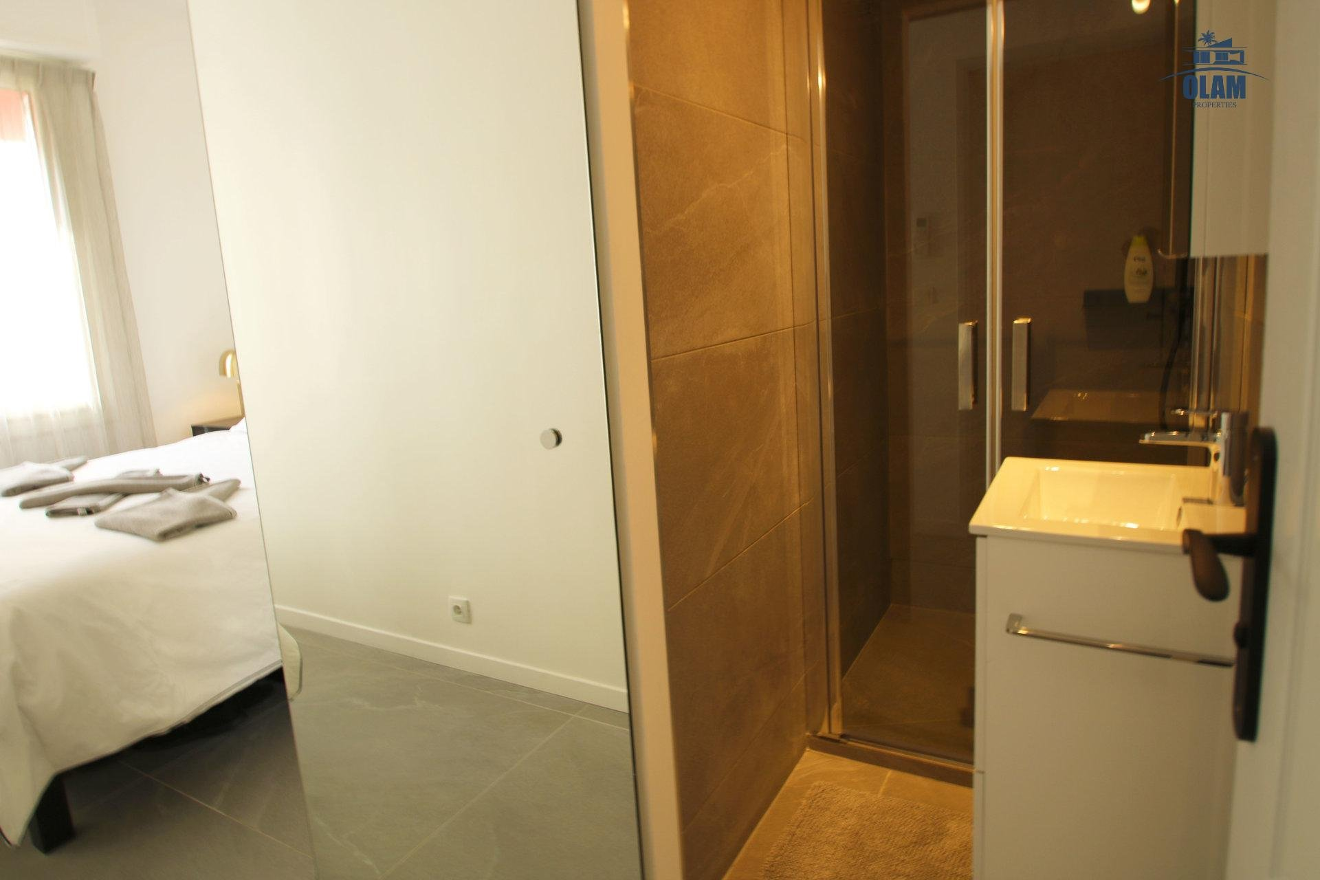 Bedroom, shower room, vacancy, Cannes, Croisette, French Riviera
