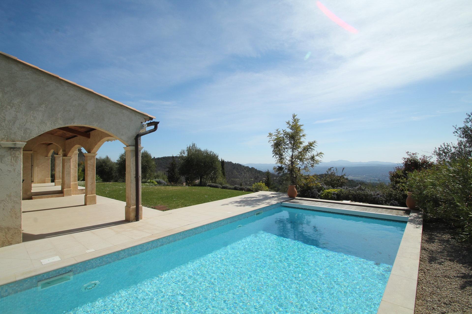 Seillans: vue panoramique pour cette belle villa