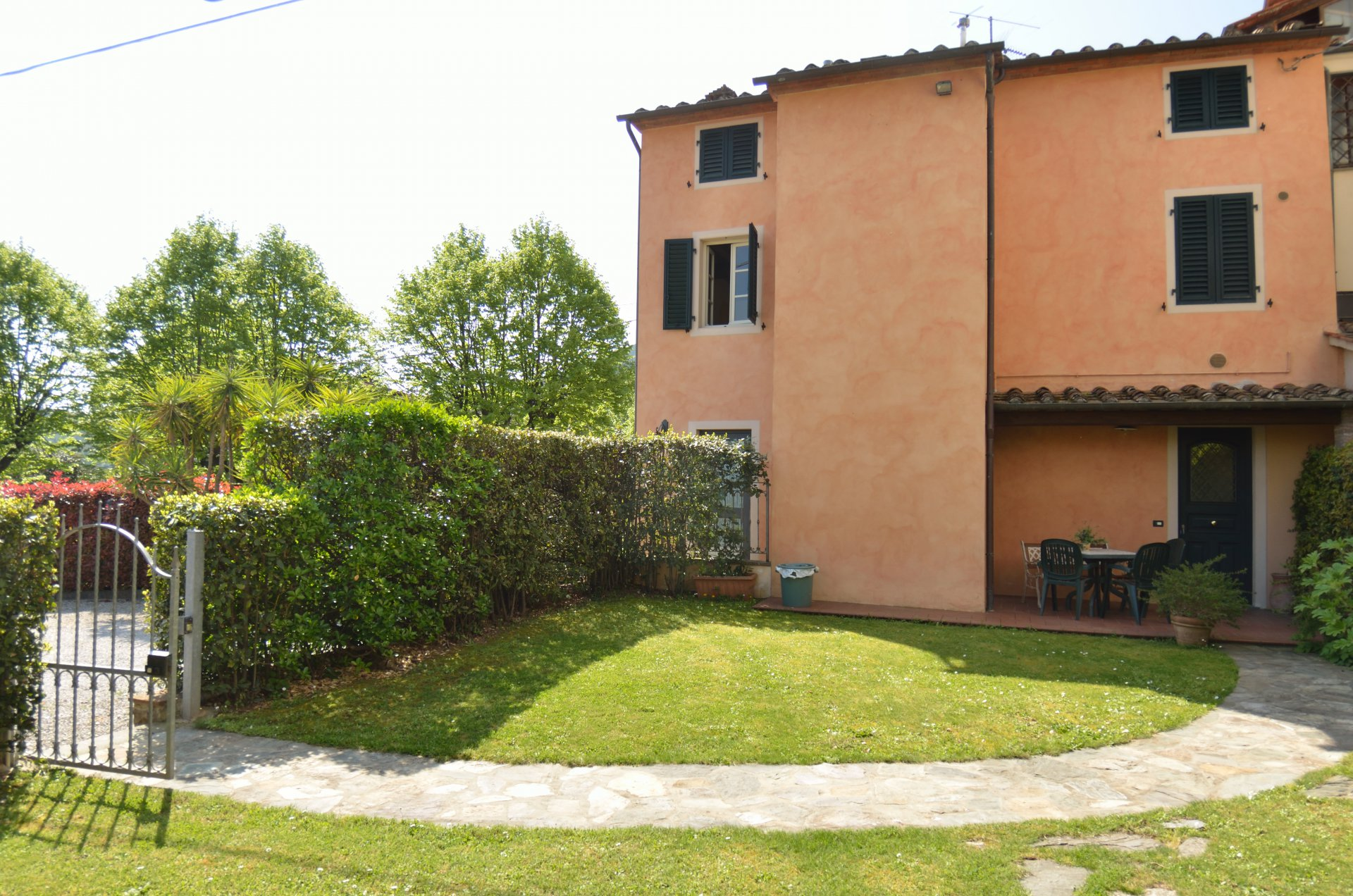 ITALY, TUSCANY, COTTAGE IN COLLE DI COMPITO, 5 PERSONS