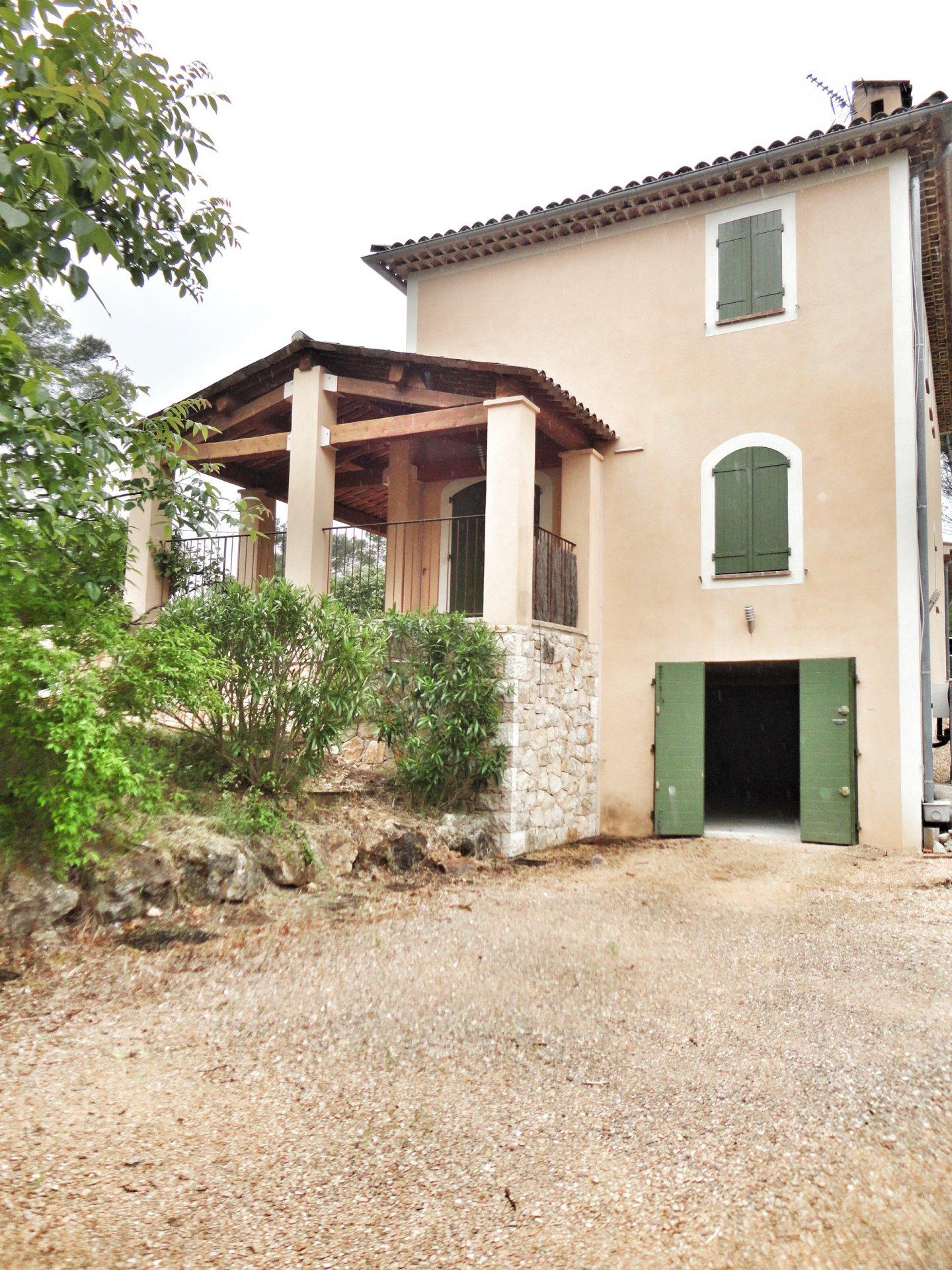 Seillans: villa spacieuse avec piscine