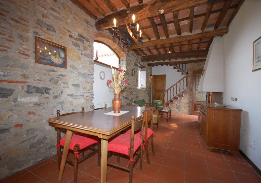 ITALY, TUSCANY, CLOSE TO LUCCA, STONE COTTAGE IN THE HILLS, 5 PERSONS