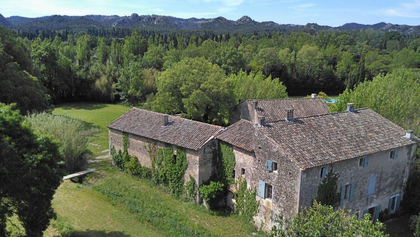 Rare : très beau MAS sur environ 518 m²  avec 8 354 m² de terrain, à Saint Rémy de Provence.