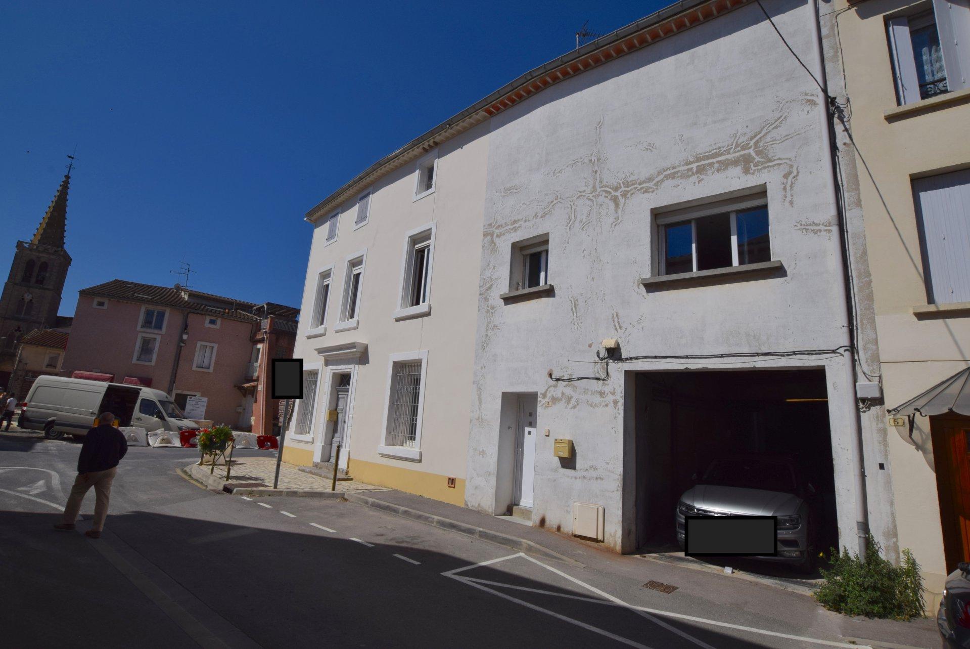 Maison de village avec atelier et cour
