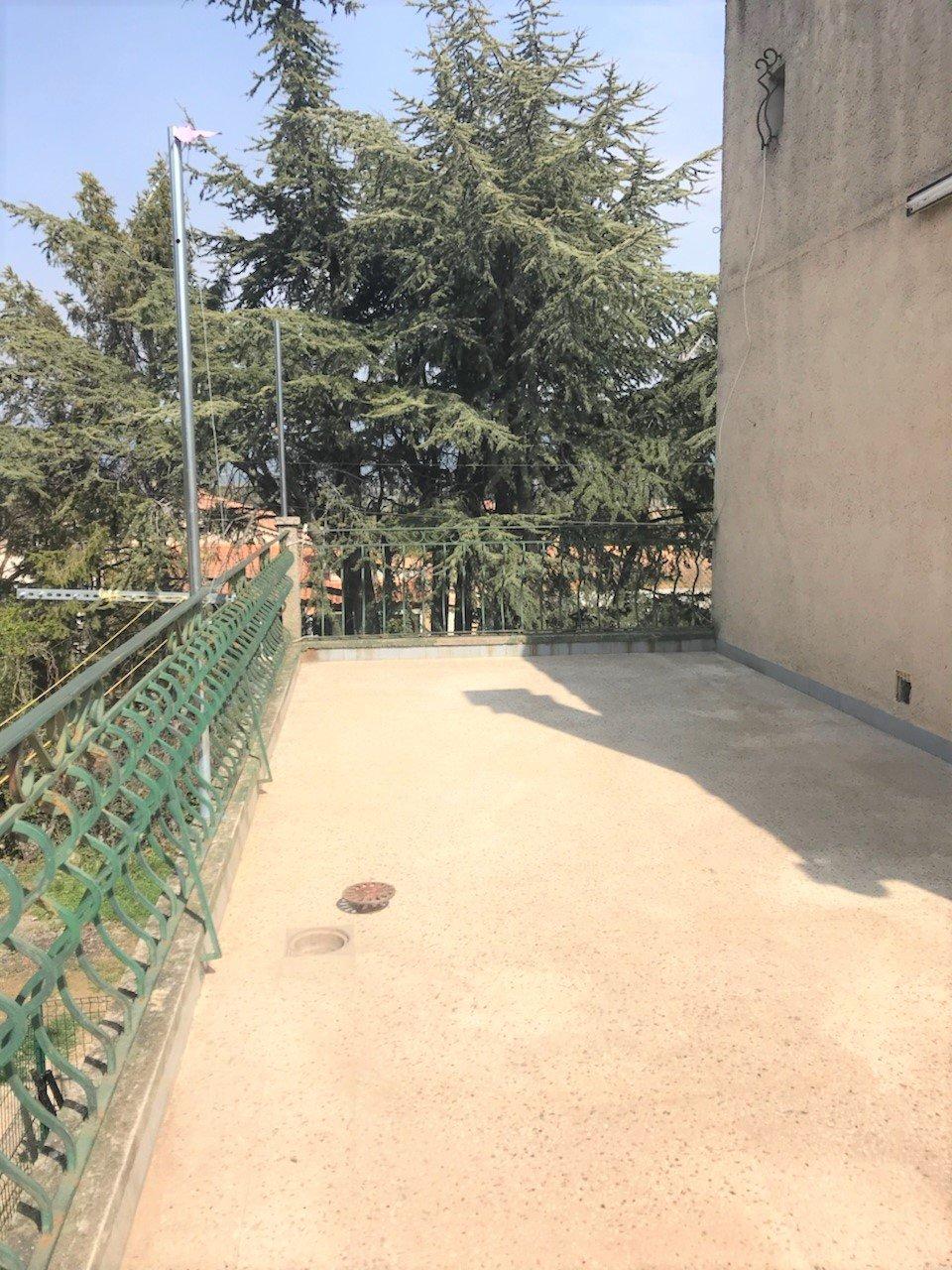 Charleval 1er étage de villa avec jardin
