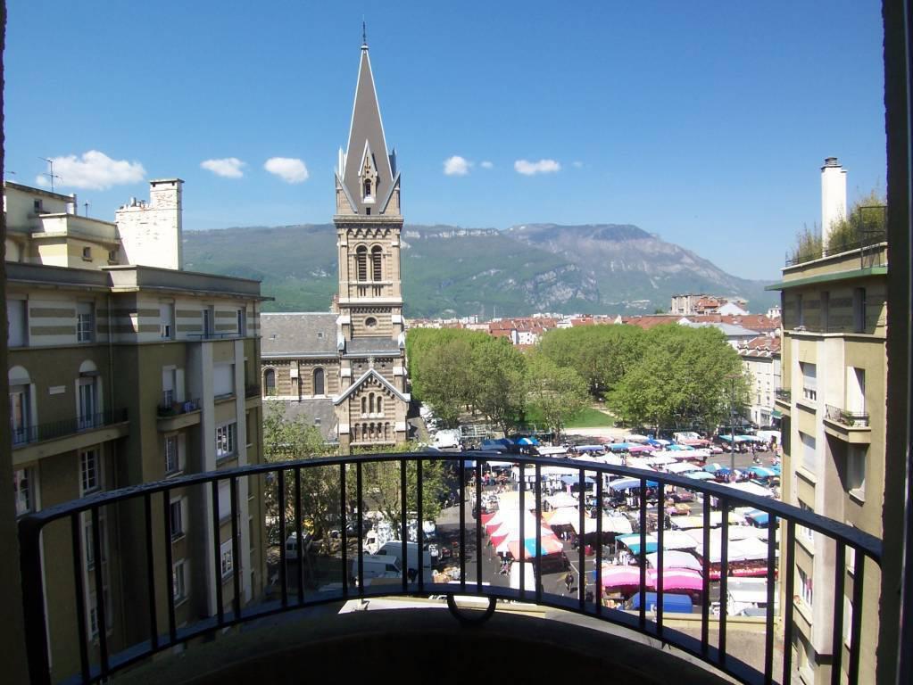 T1 bis avec balcon 9E place Saint Bruno 41 m²