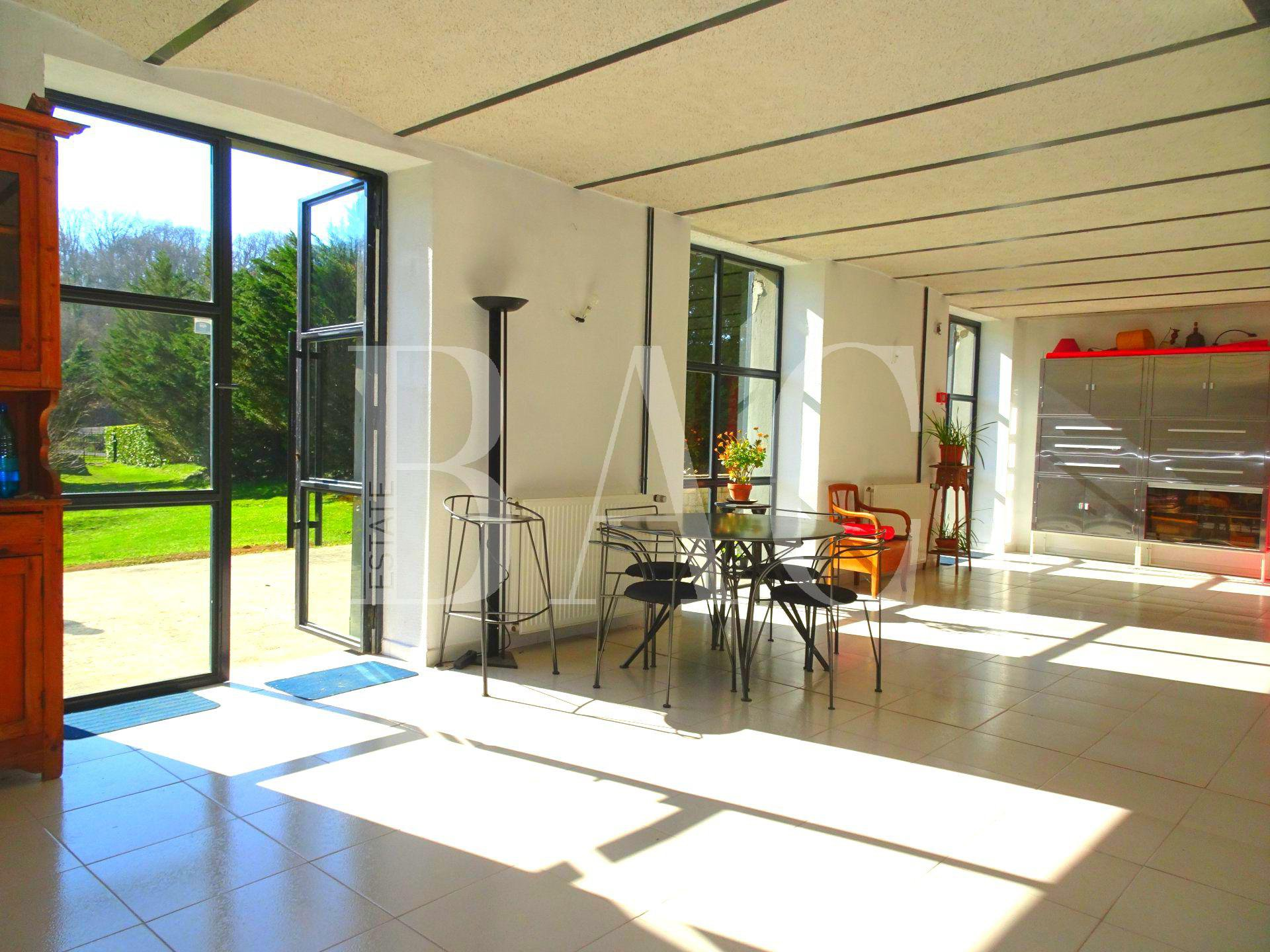 Exceptional house 450 m² with 1 ha of land between Grenoble and Lyon