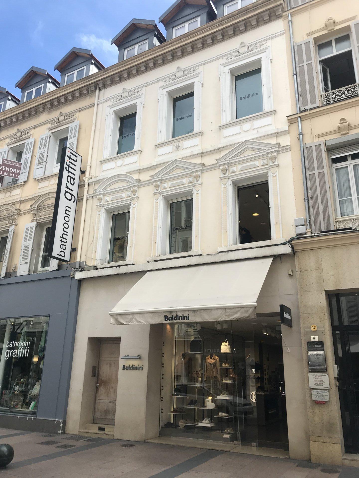 """Cannes sentrum """"Banane"""" - Nyrenovert 4-roms toppetasjeleilighet"""