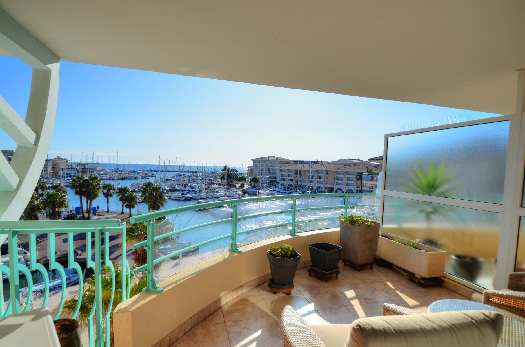 PENTHOUSE WITH SEA VIEW AT PORT FREJUS COTE D'AZUR