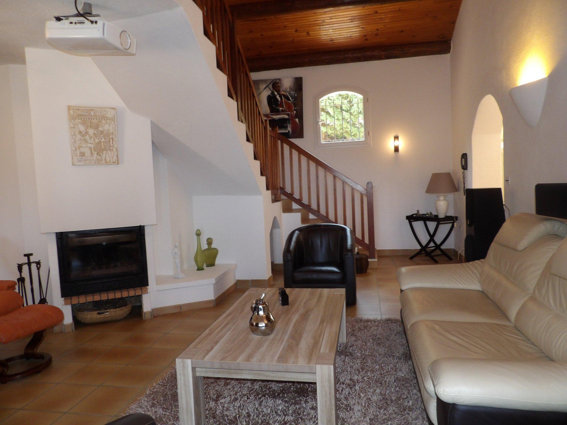 Villa de luxe / 7 pièces / Piscine / Solenzara