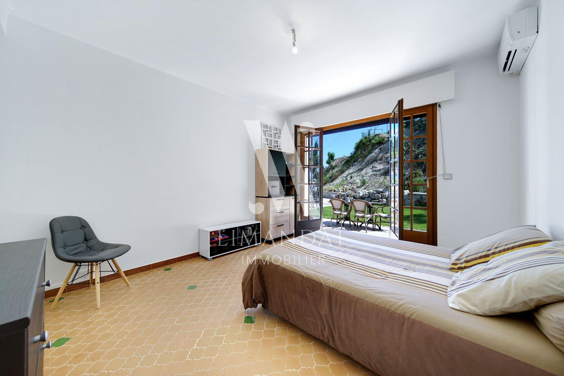 Menton - Villa 171 m2 garage 42 m2 land 2,350 m2 - construction potential