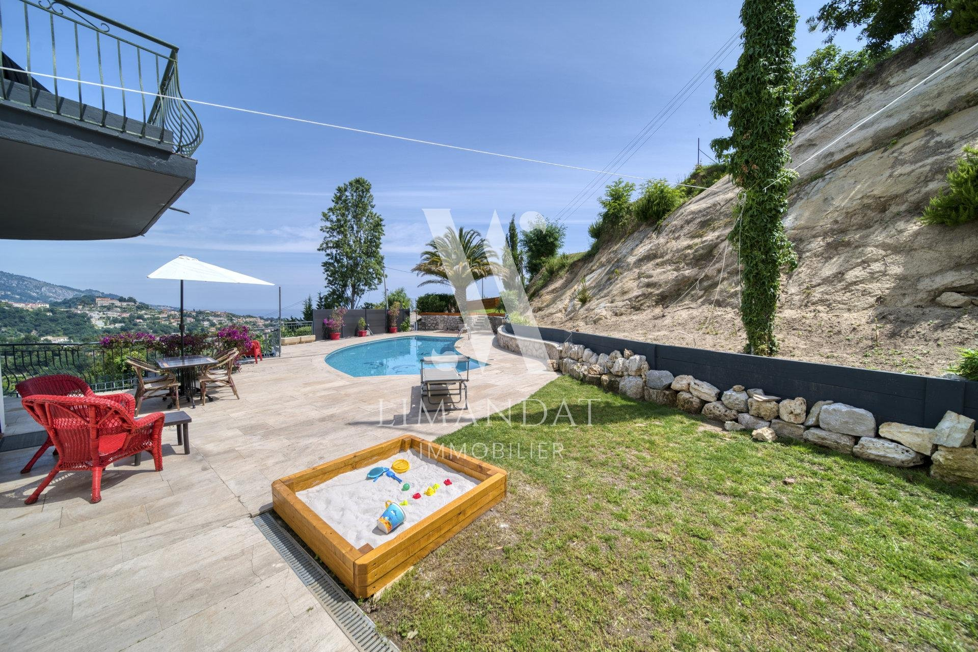 Menton - Villa 163 m2 garage 42 m2 land 2,350 m2 - construction potential