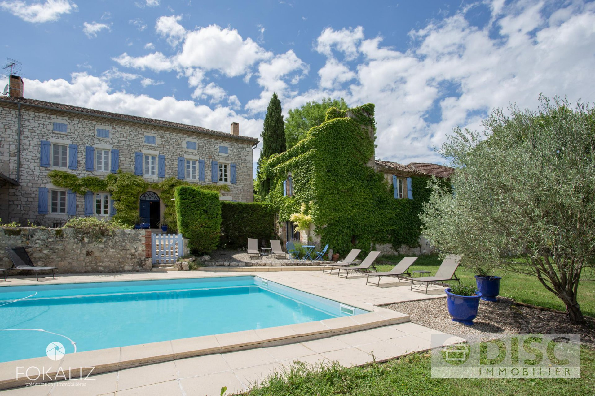Magnifique propriété comprenant une Maison principale, 2 gîtes et piscine.
