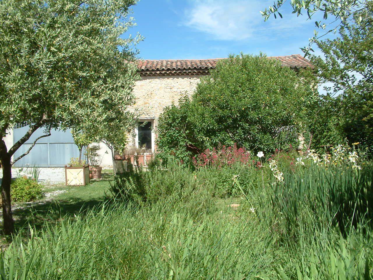 « Renovated Mas with outbuildings »
