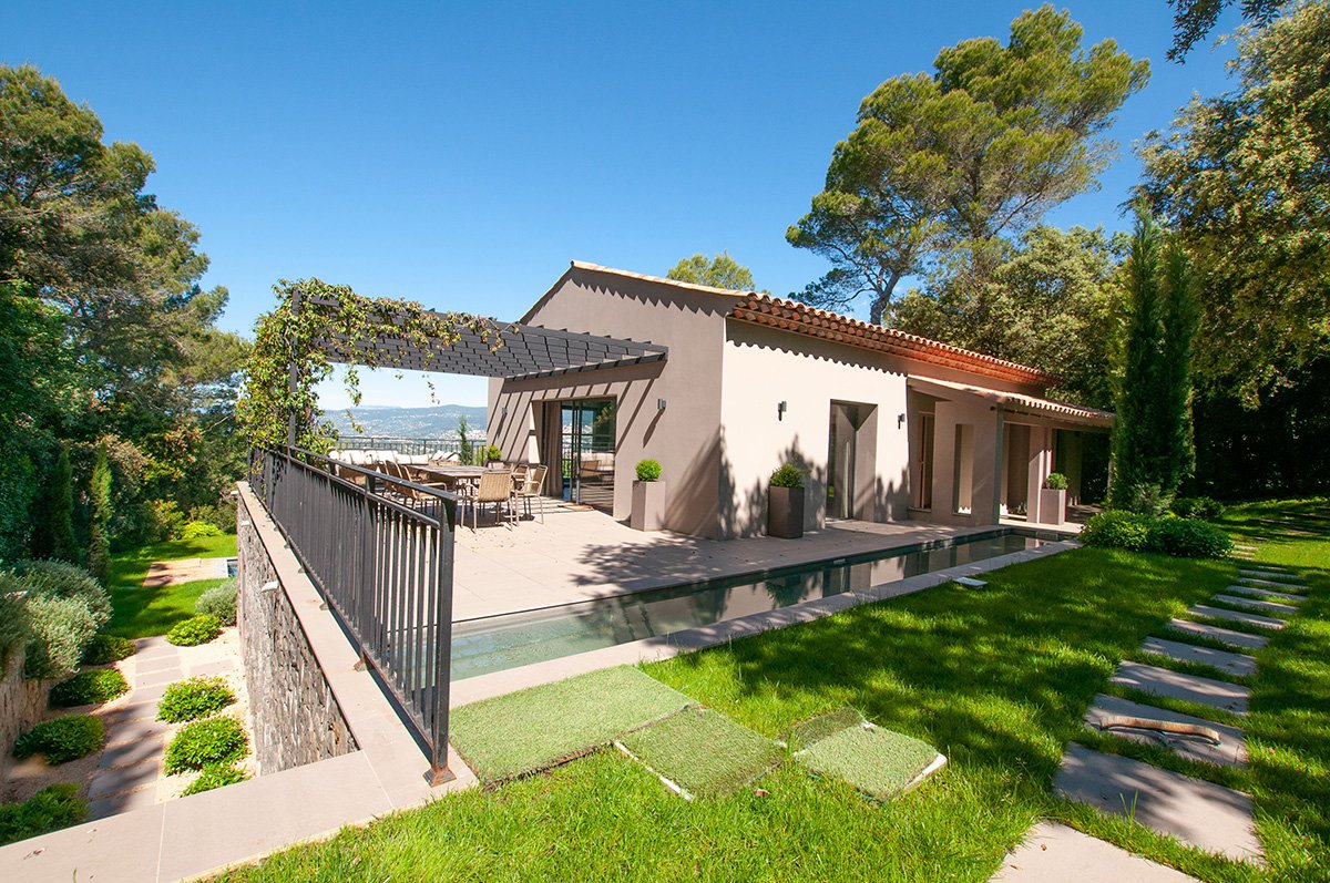 Beautifully renovated 4 bed villa with open views