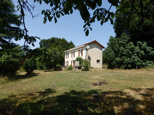 Detached House in Champagne Mouton, in the Charente