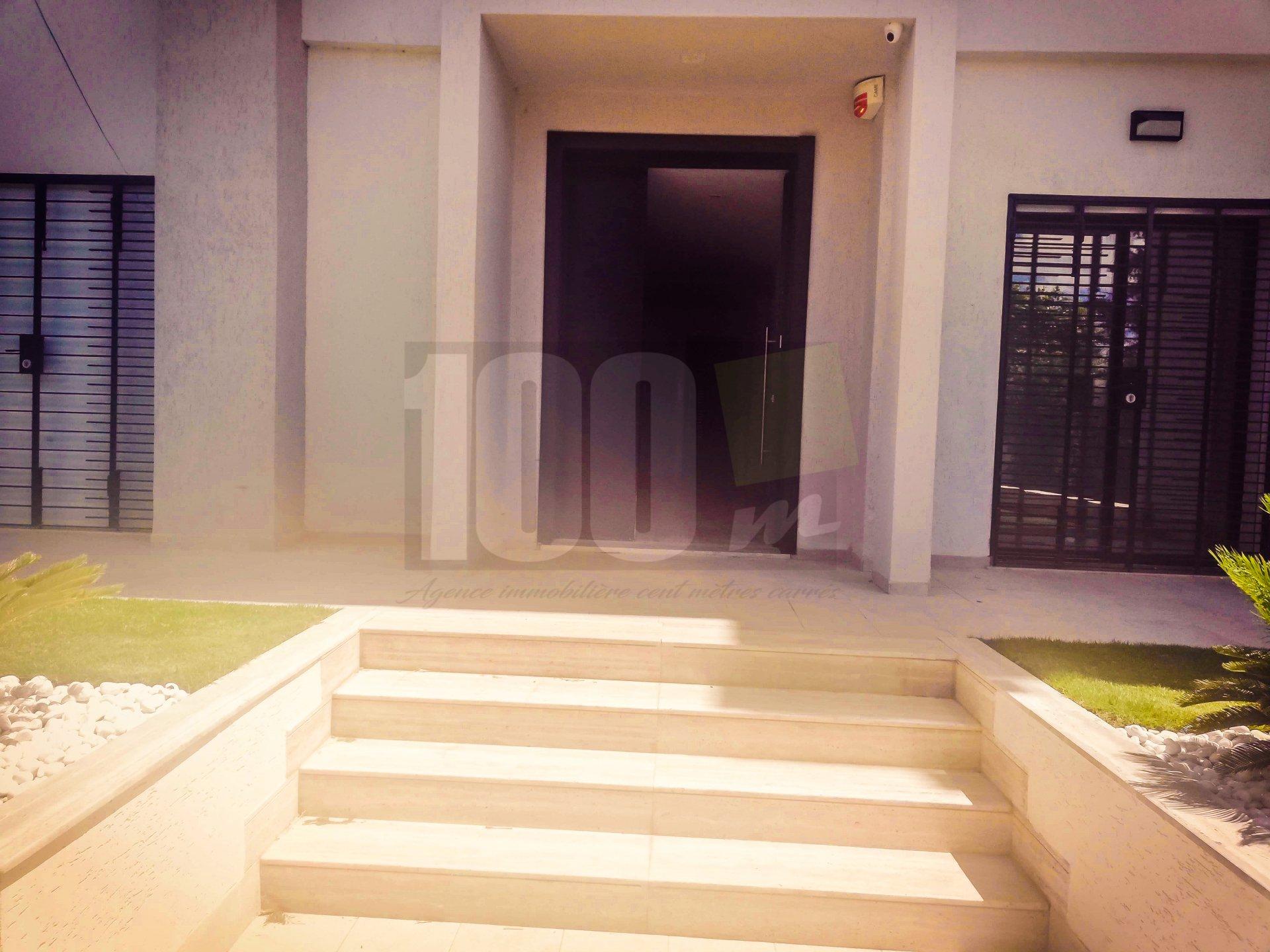 Vente villa S+4 neuve à Chotrana 1