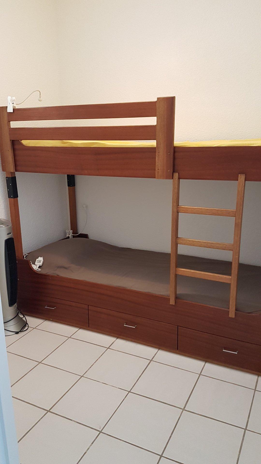 Chambre enfants avec fenêtre