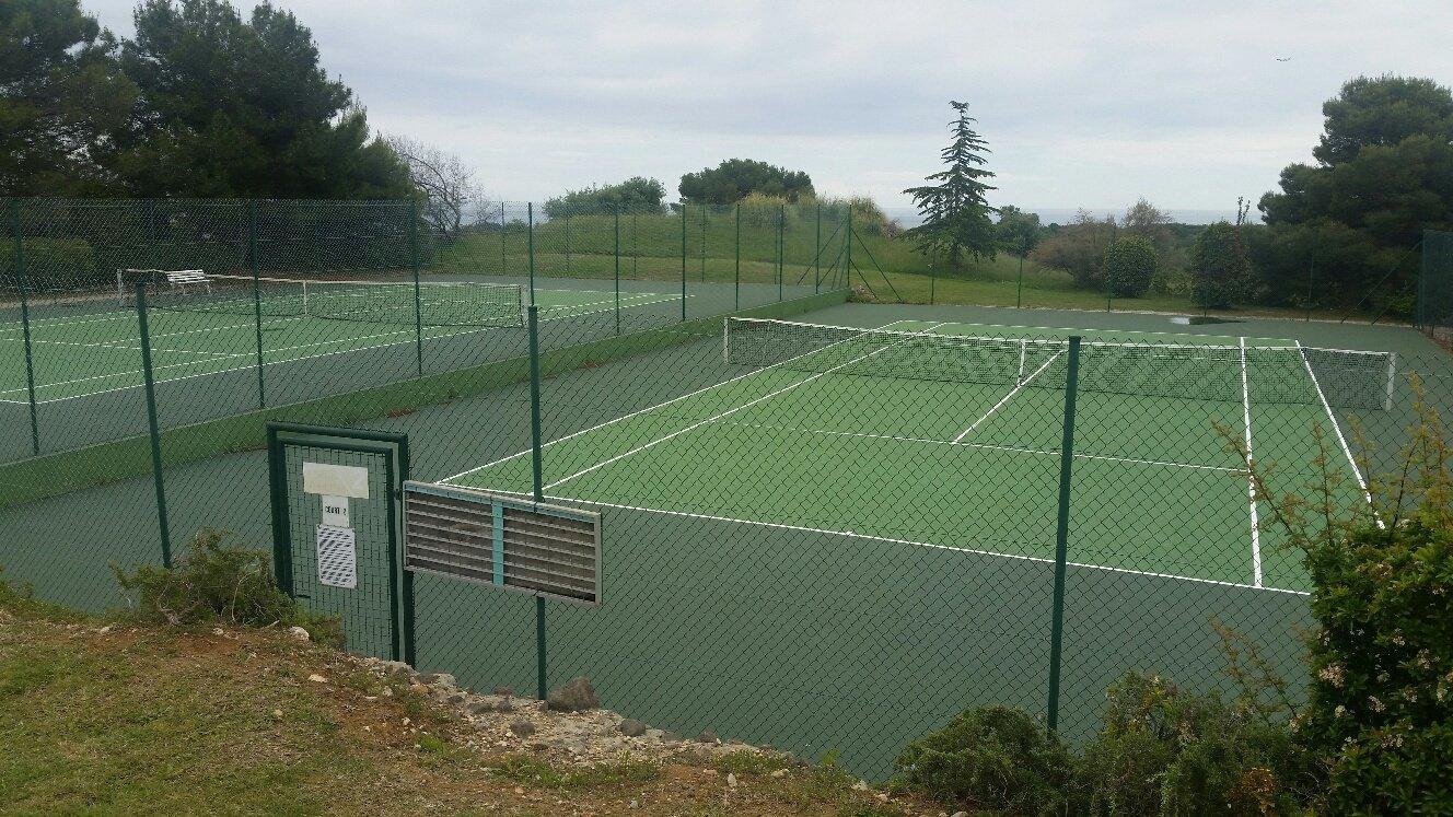 Villeneuve-Loubet nær Biot - Kjedet villa m/pool i domene med alle fasiliteter.