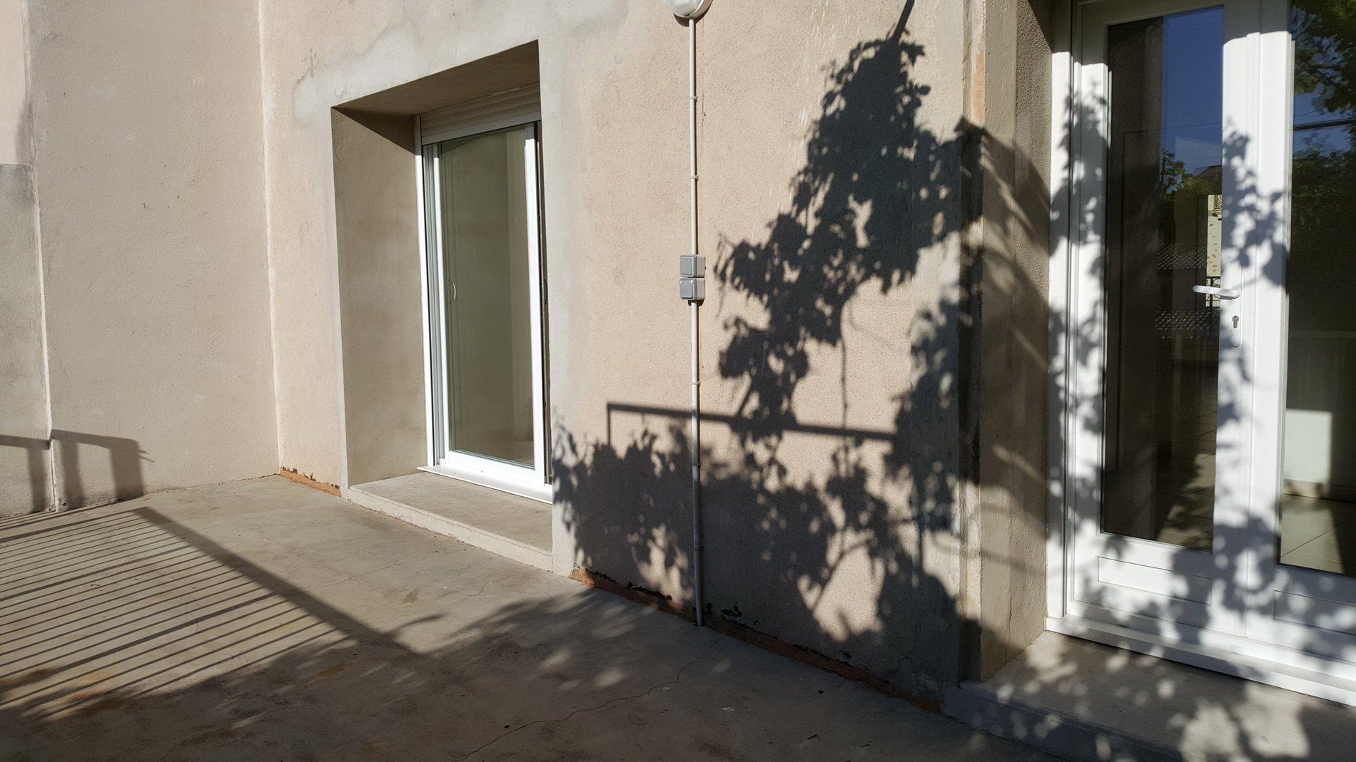 Stort vinbondehus med garage, innergård och solig terrass