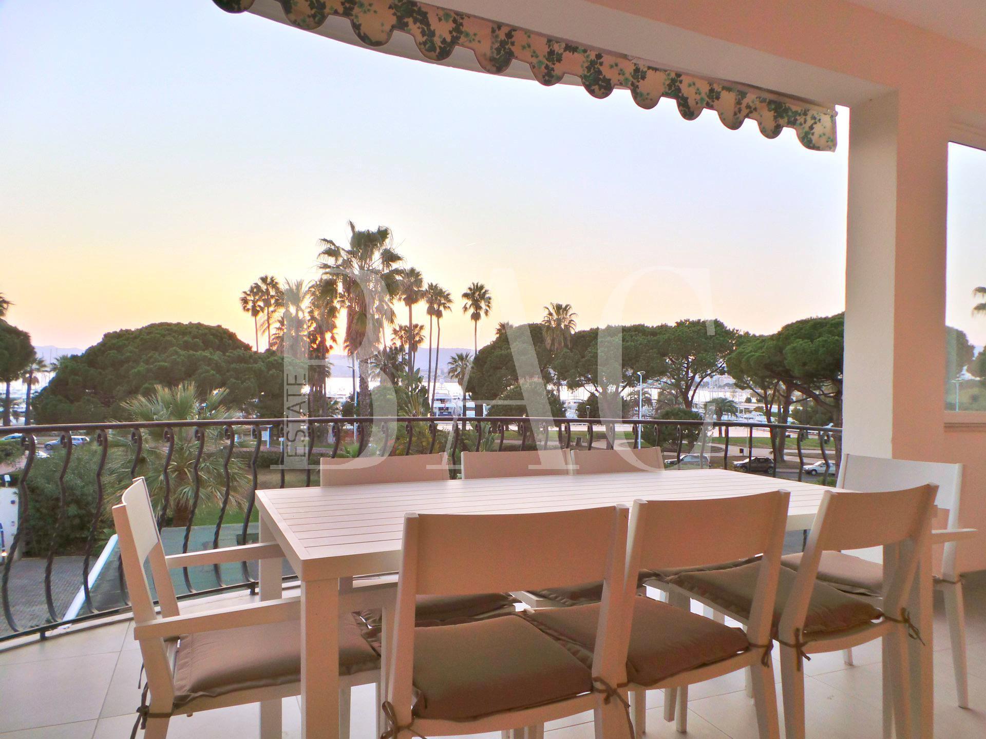 Cannes, Boulevard de la Croisette, appartement avec terrasse