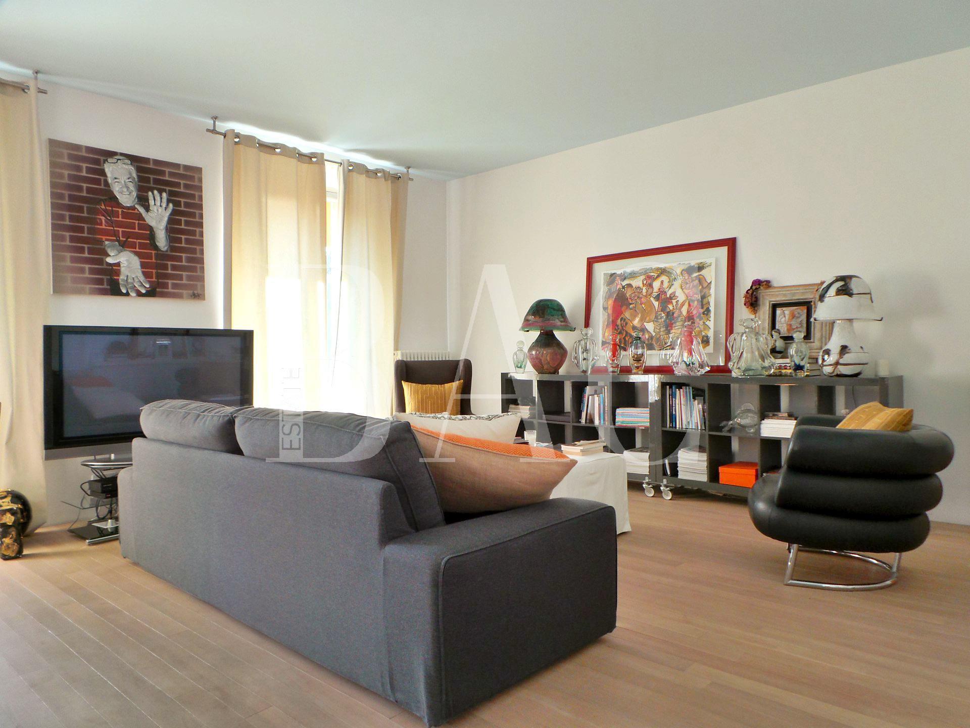 Cannes, apartment below its true value.