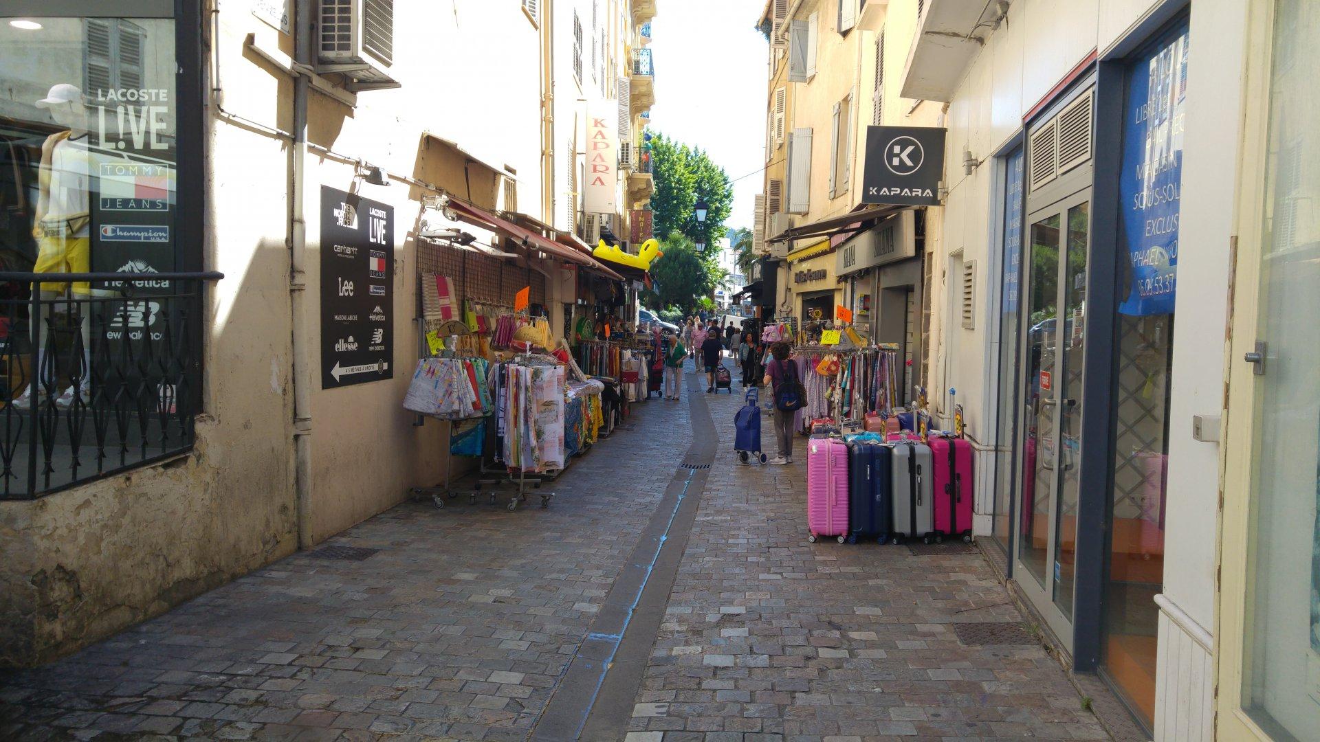 Rue piétonne local commercial à louer