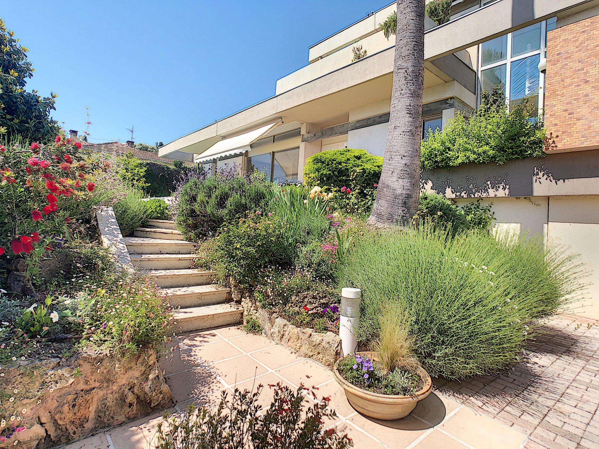 Villa contemporaine vue mer