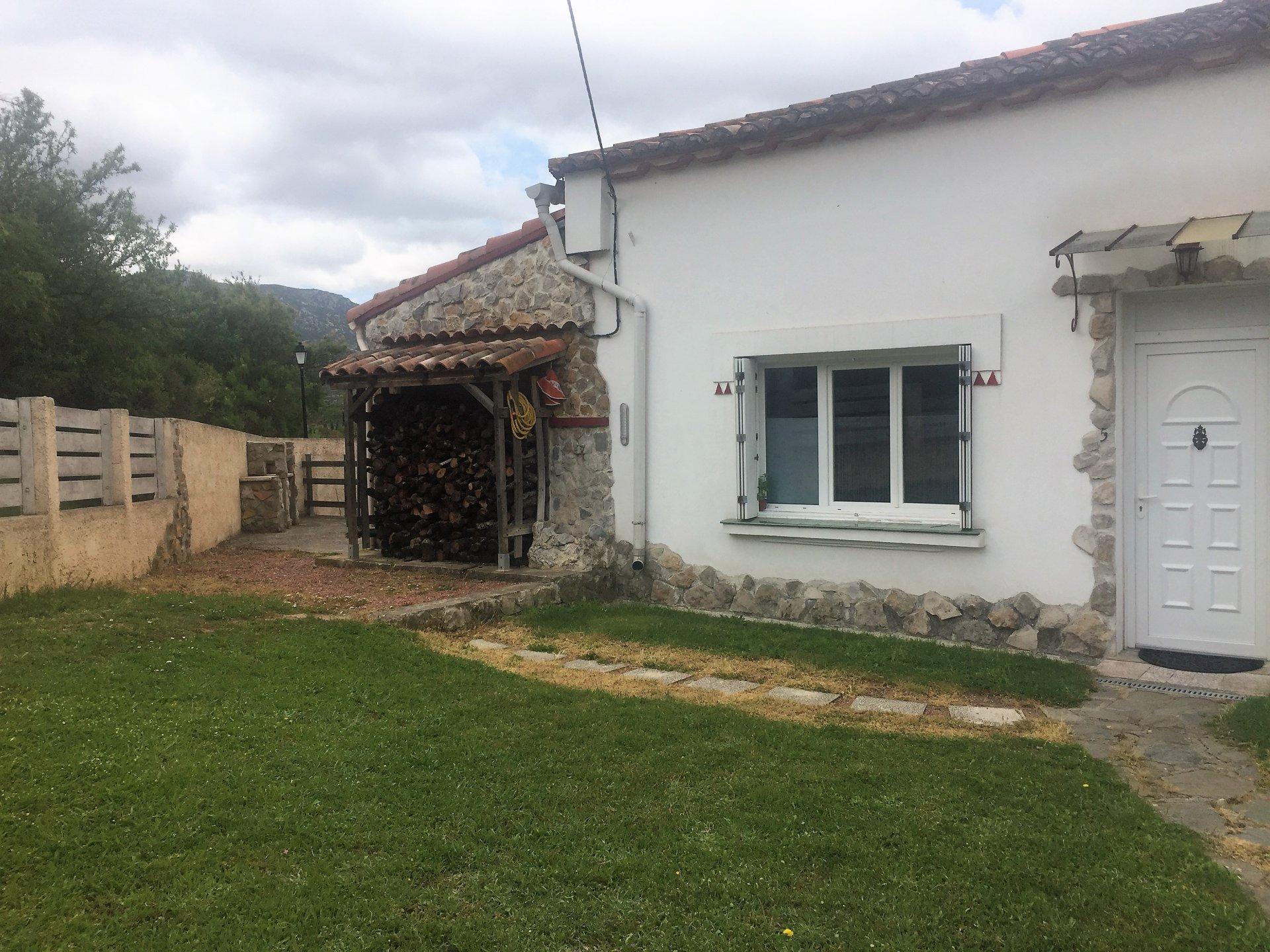 Villa de plain pied avec jardin