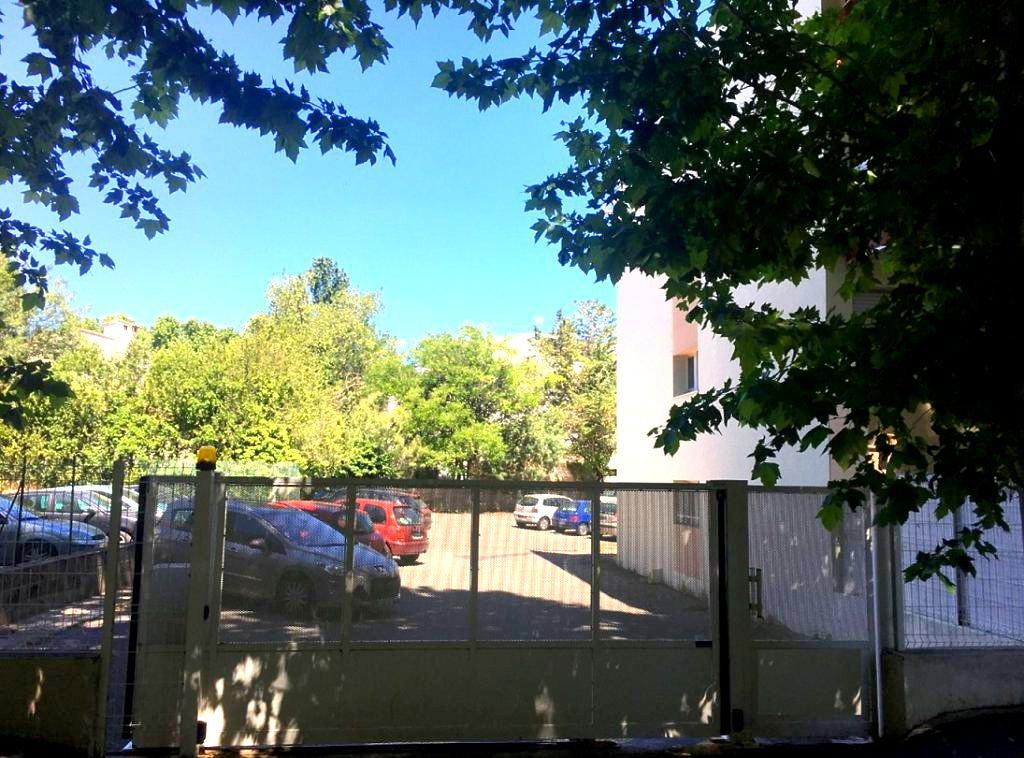 Appartement F1 lumineux avec parking et terrasse