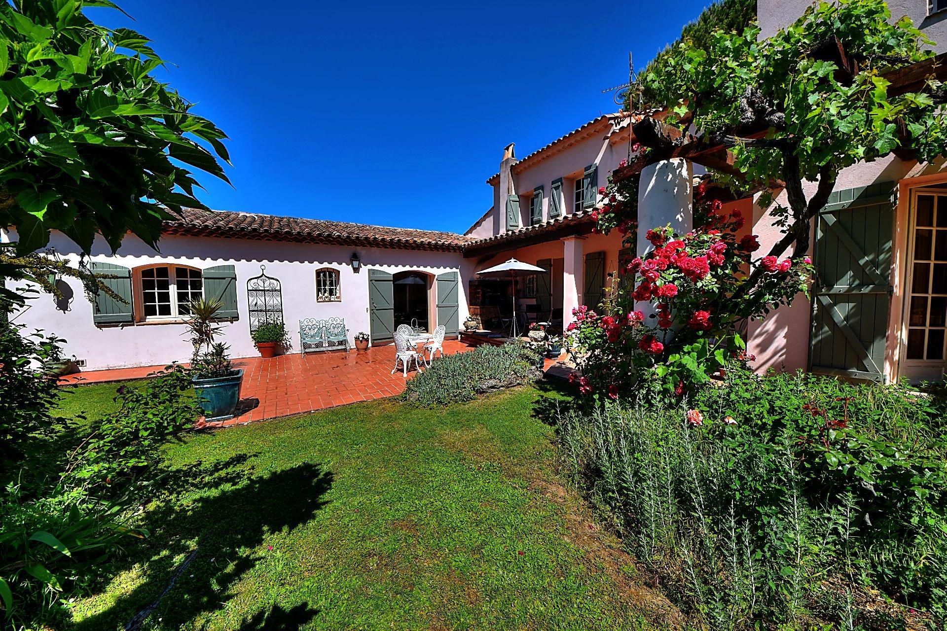 Villa dans parc piscine Villecroze Var Provence