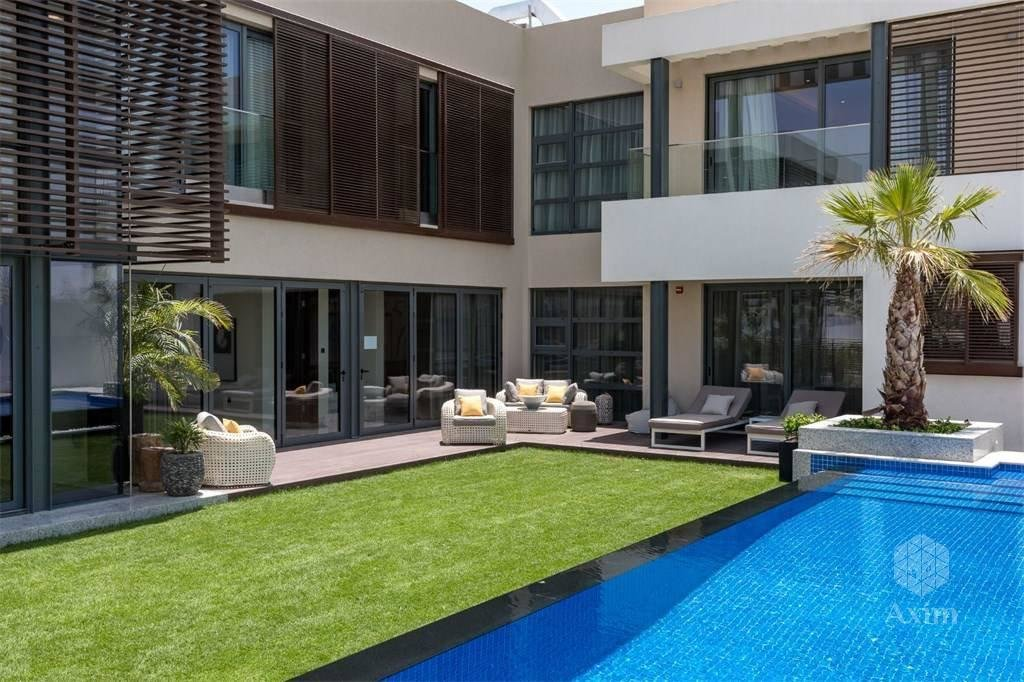 Ultra modern luxury villa with pool in Dubai