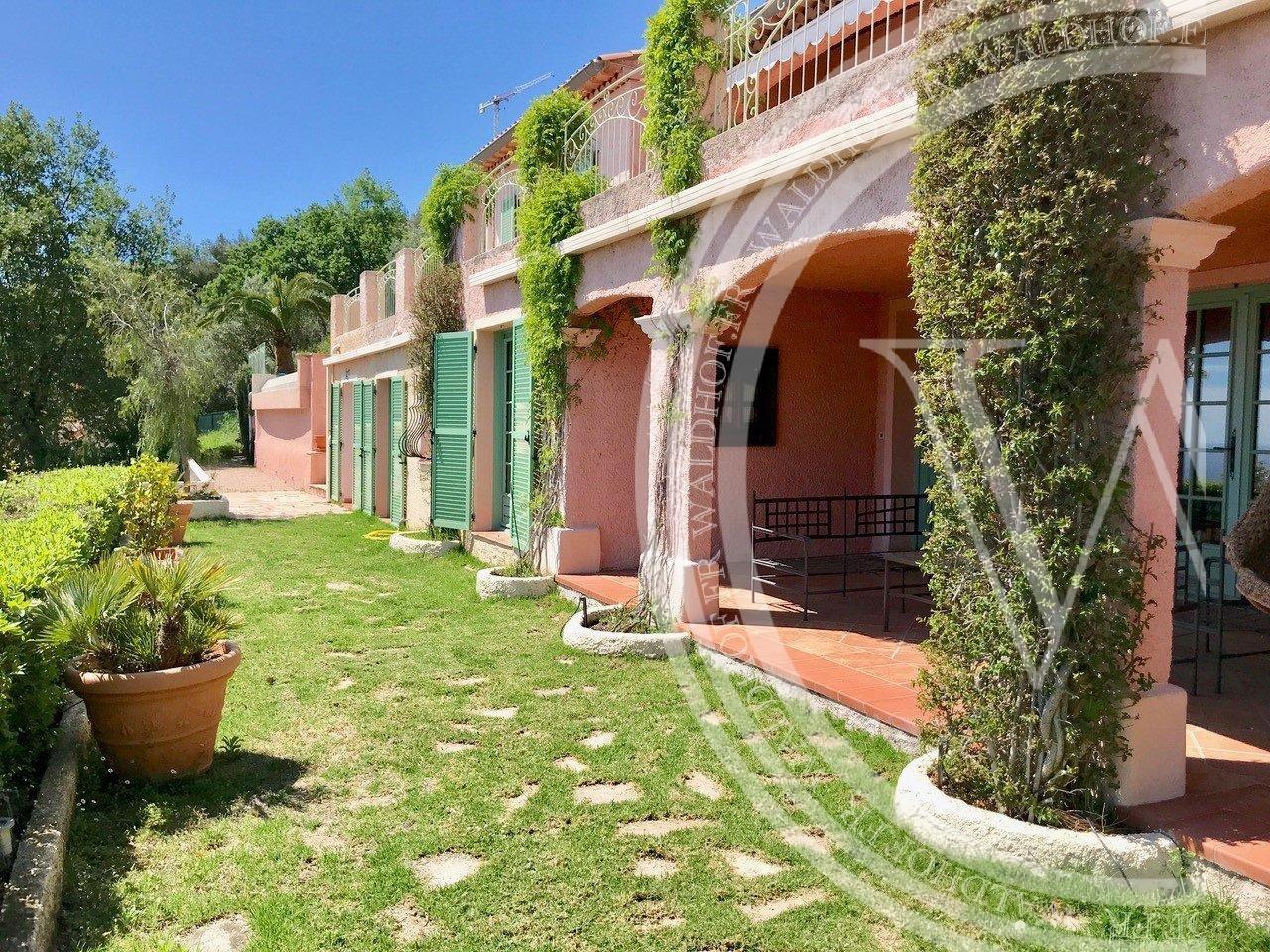 Charming 6 bedroom villa in private domaine 2 km from Monaco