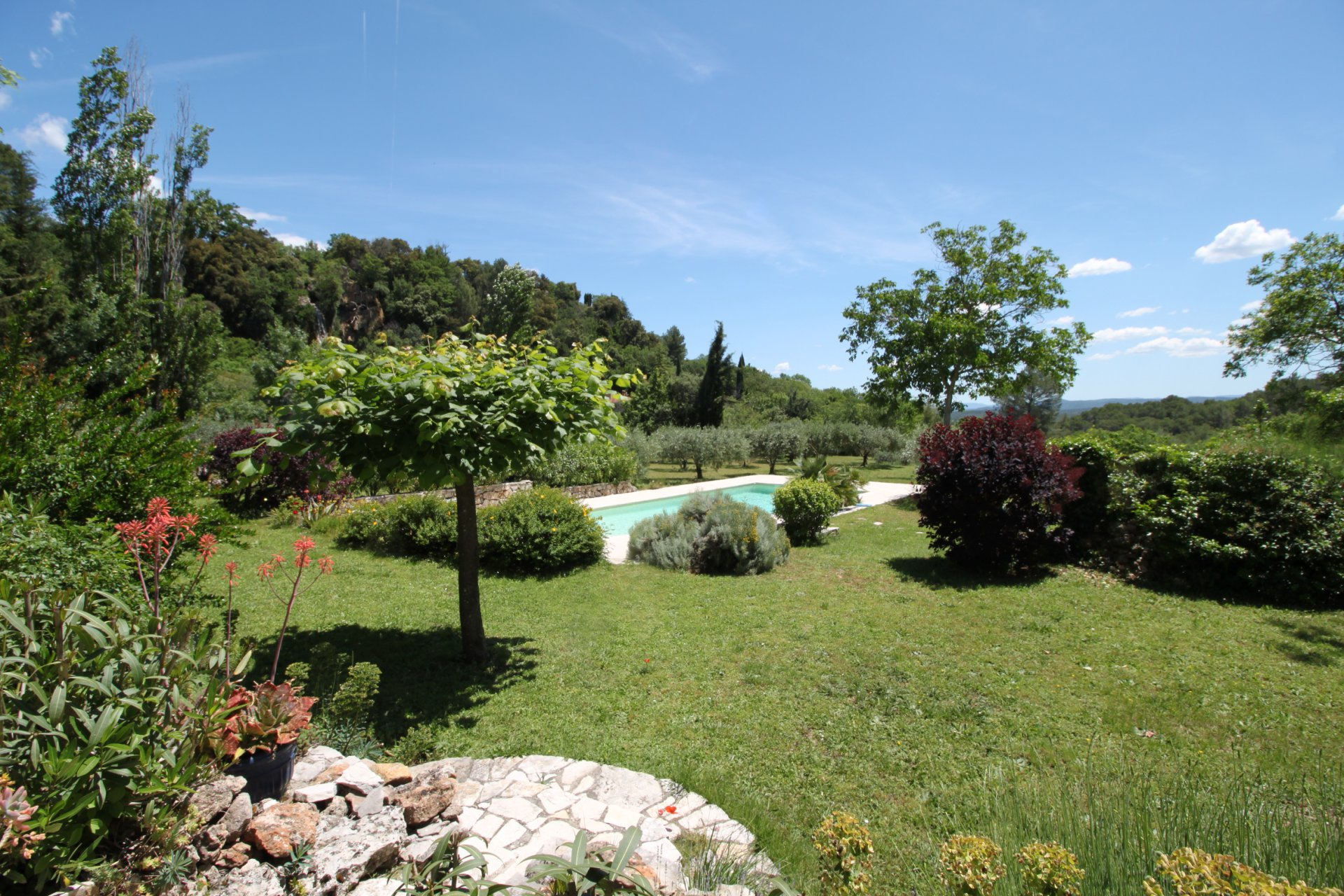 Beautiful bastide, quiet area, walking distance to the village