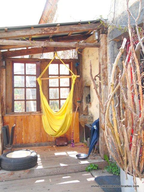 Te koop in de Puy de Dôme, huis met schuur en tuin.