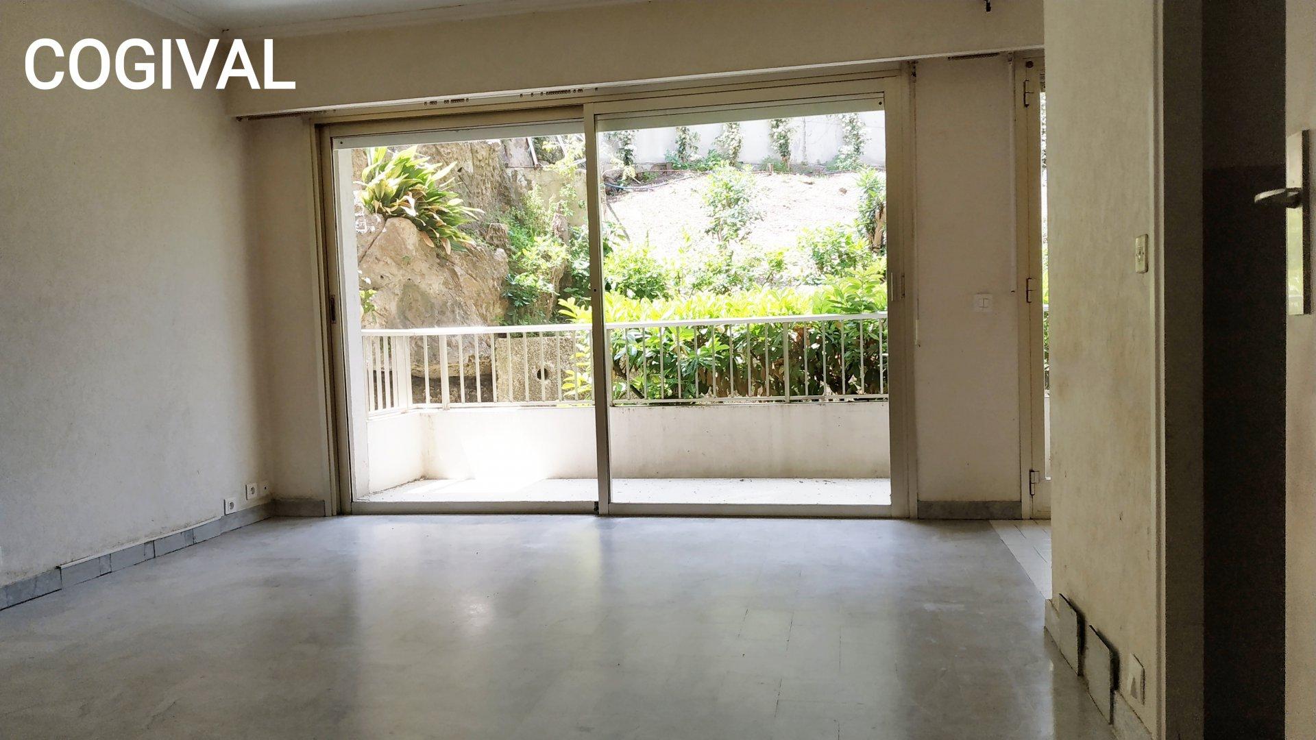 Studio 29m² & terrasse 10m² à rénover