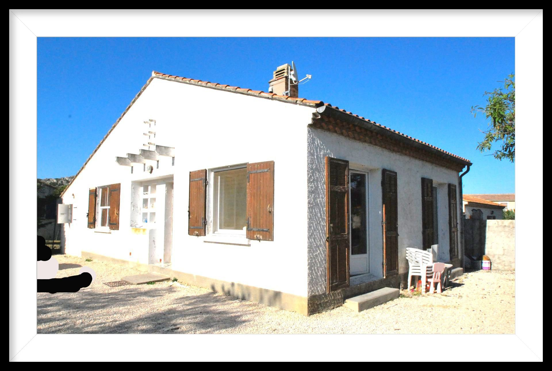 Villa proche centre de Mouries