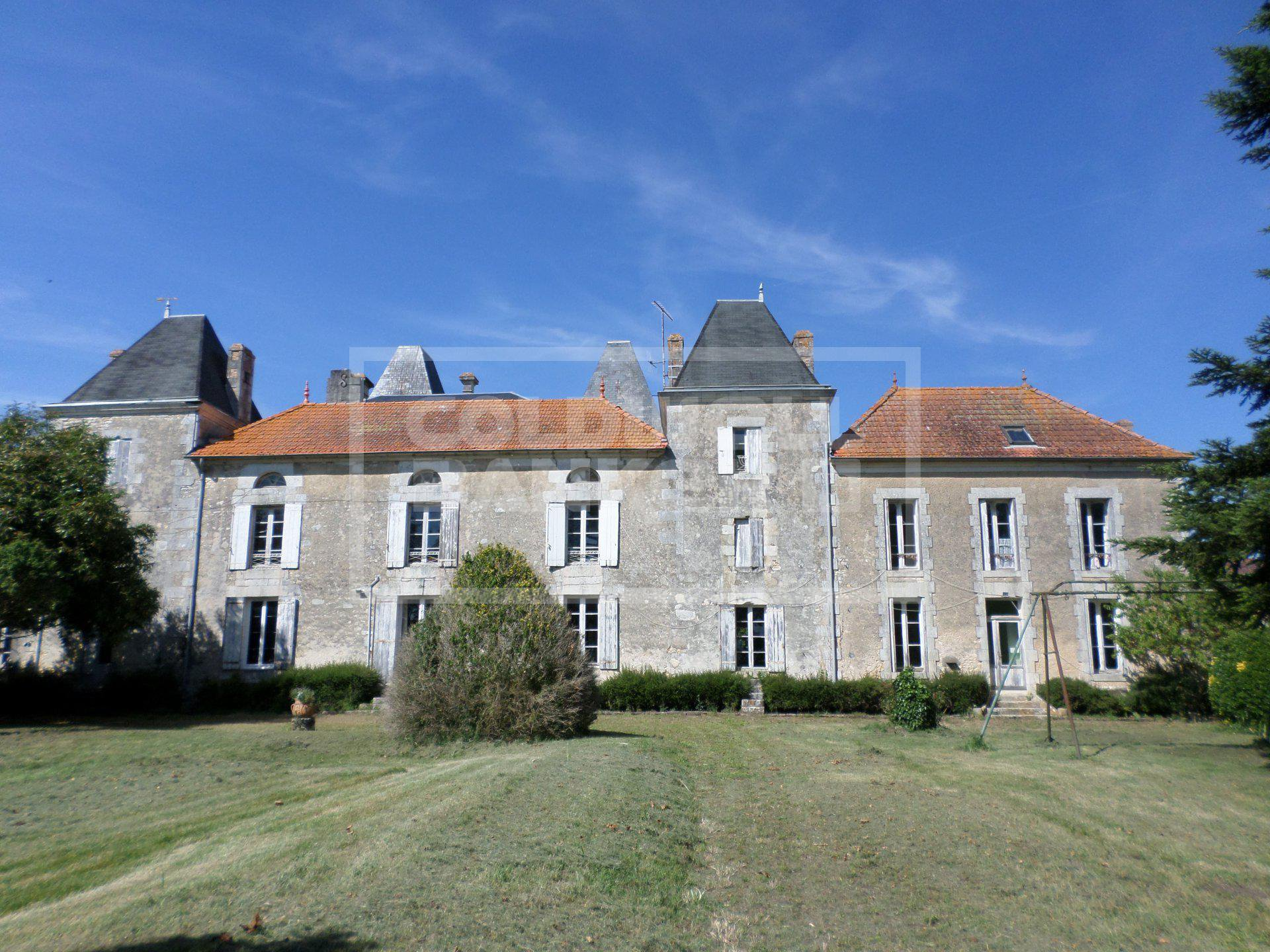 "Lovely Character Mansion ""Logis"" - Between Saintes and the Sea."