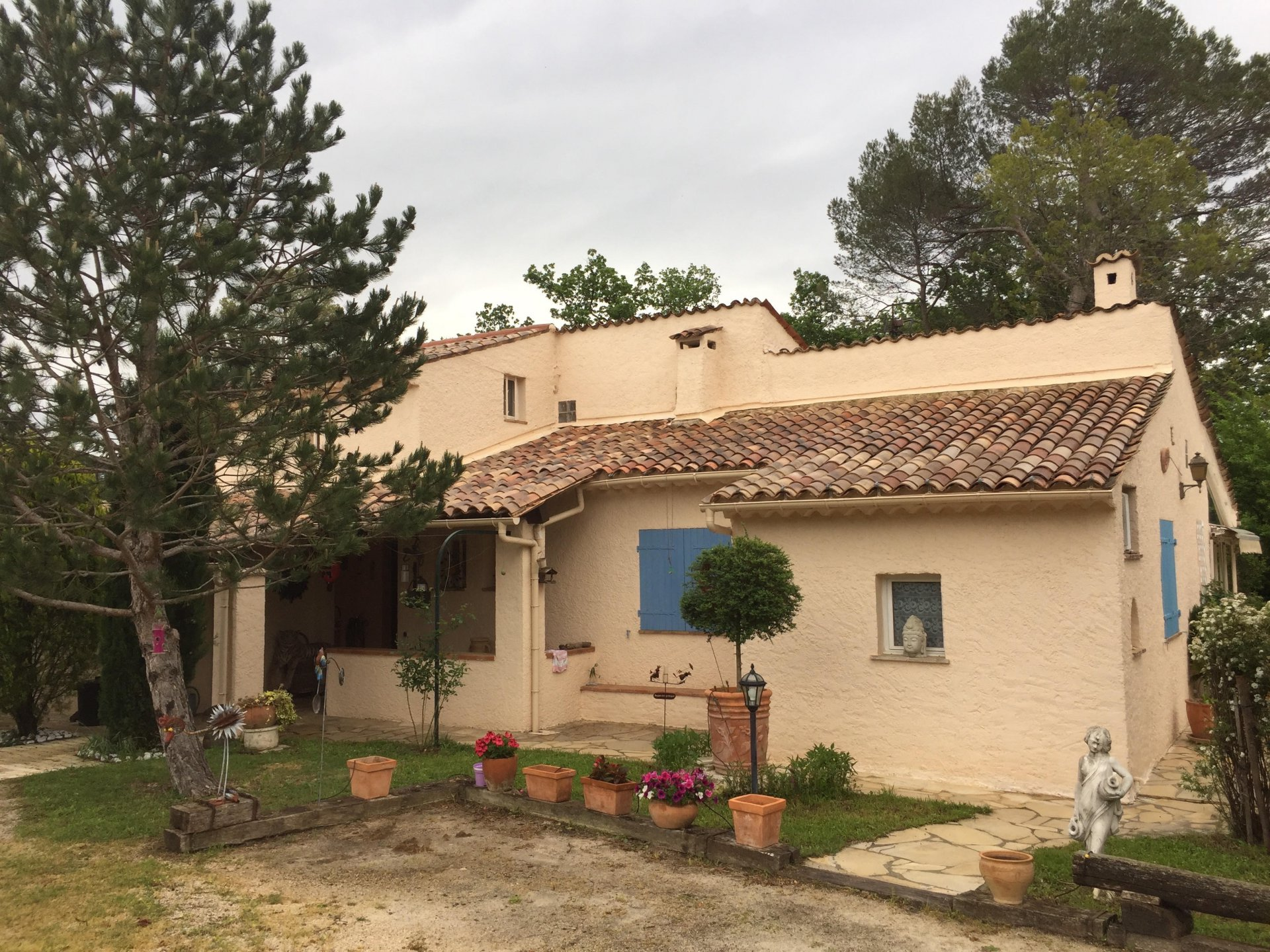 Villa divided in 2 flats in Seillans.