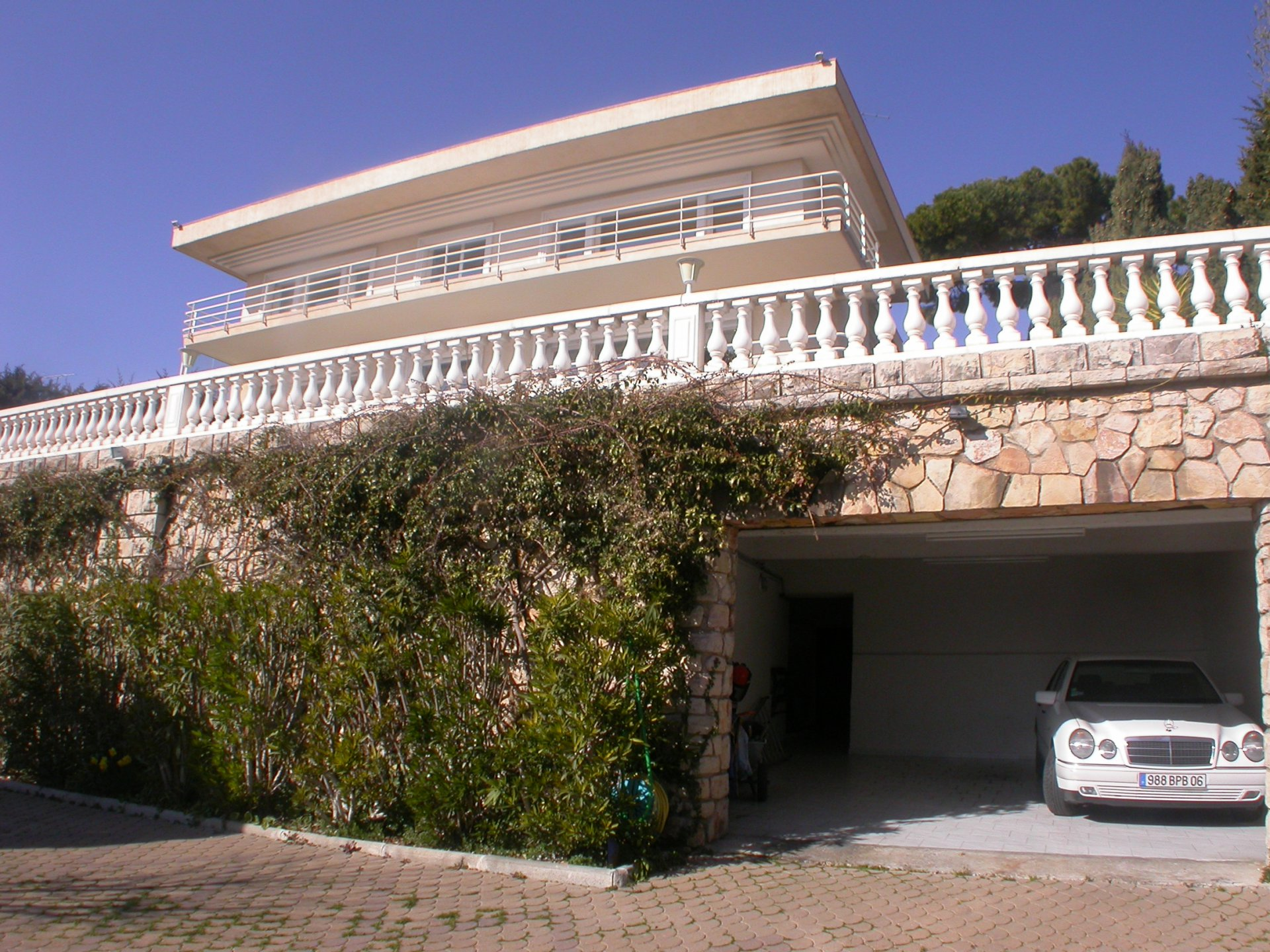 "LE CANNET ELEVATED POSITION - EXCEPTIONAL VILLA ""ART DECO"" OF 450 M²"