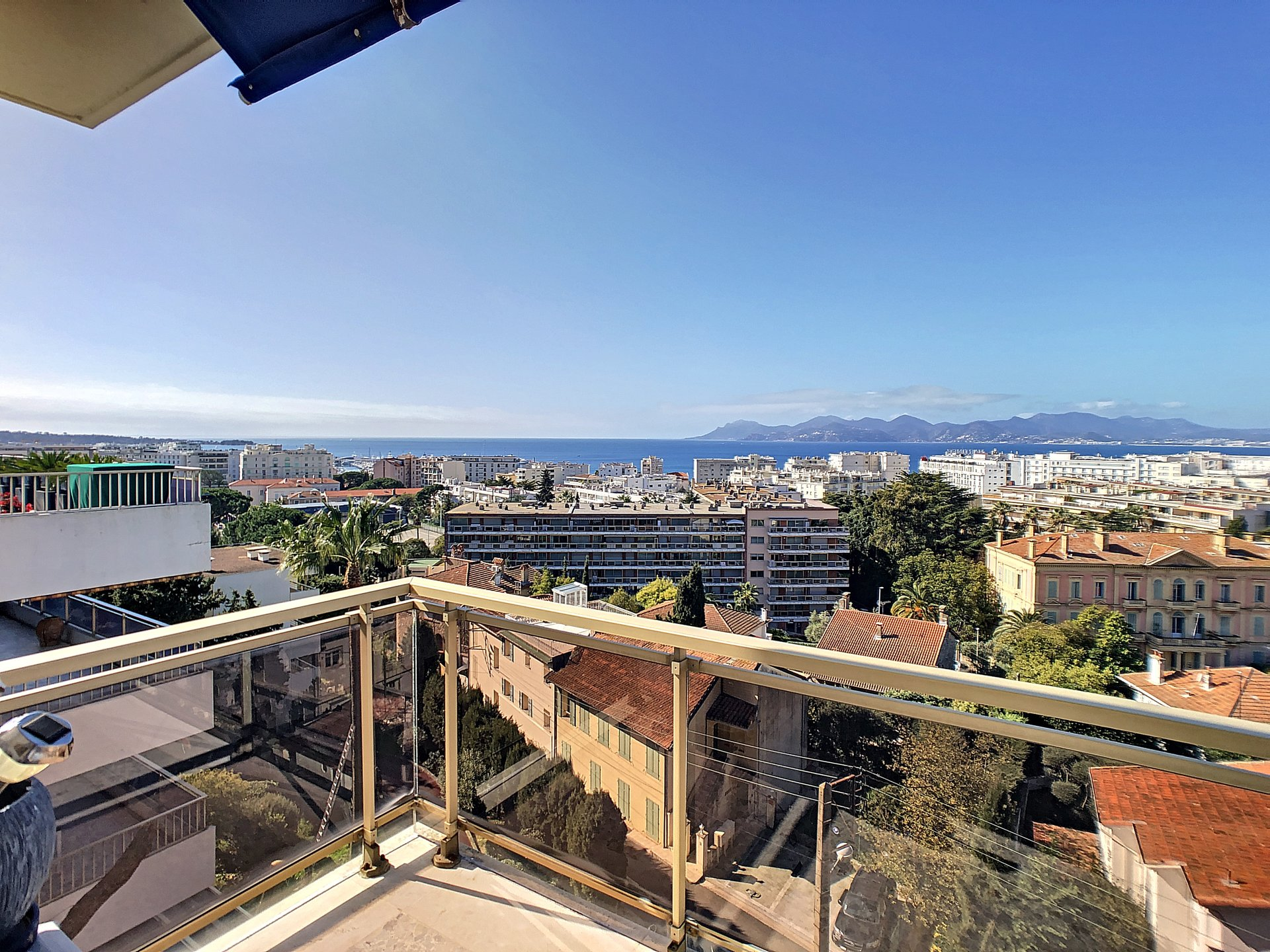 Cannes, Basse Californie, 2 bedrooms appartment top floor with sea view!!!