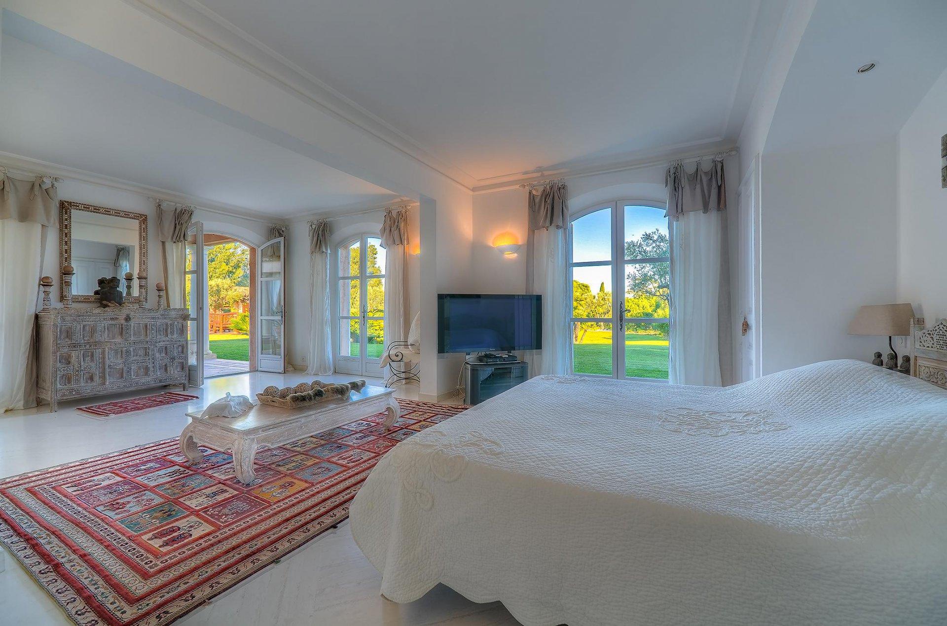Close to Saint-Tropez - Outstanding villa near beach
