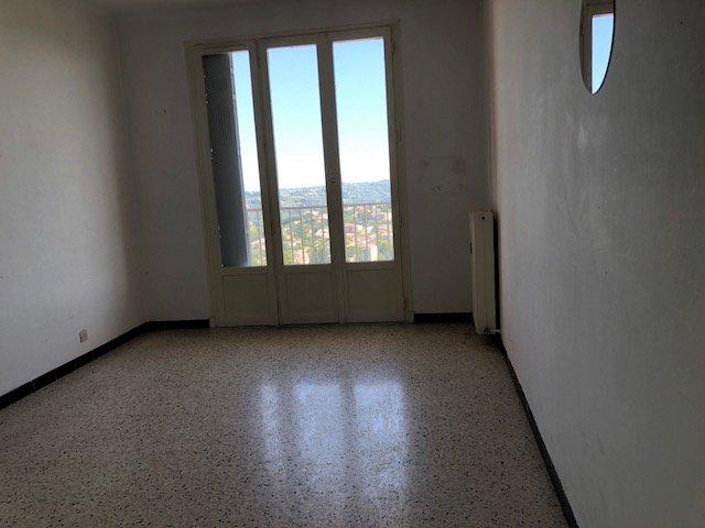 En dernier étage, appartement de type F3, lumineux
