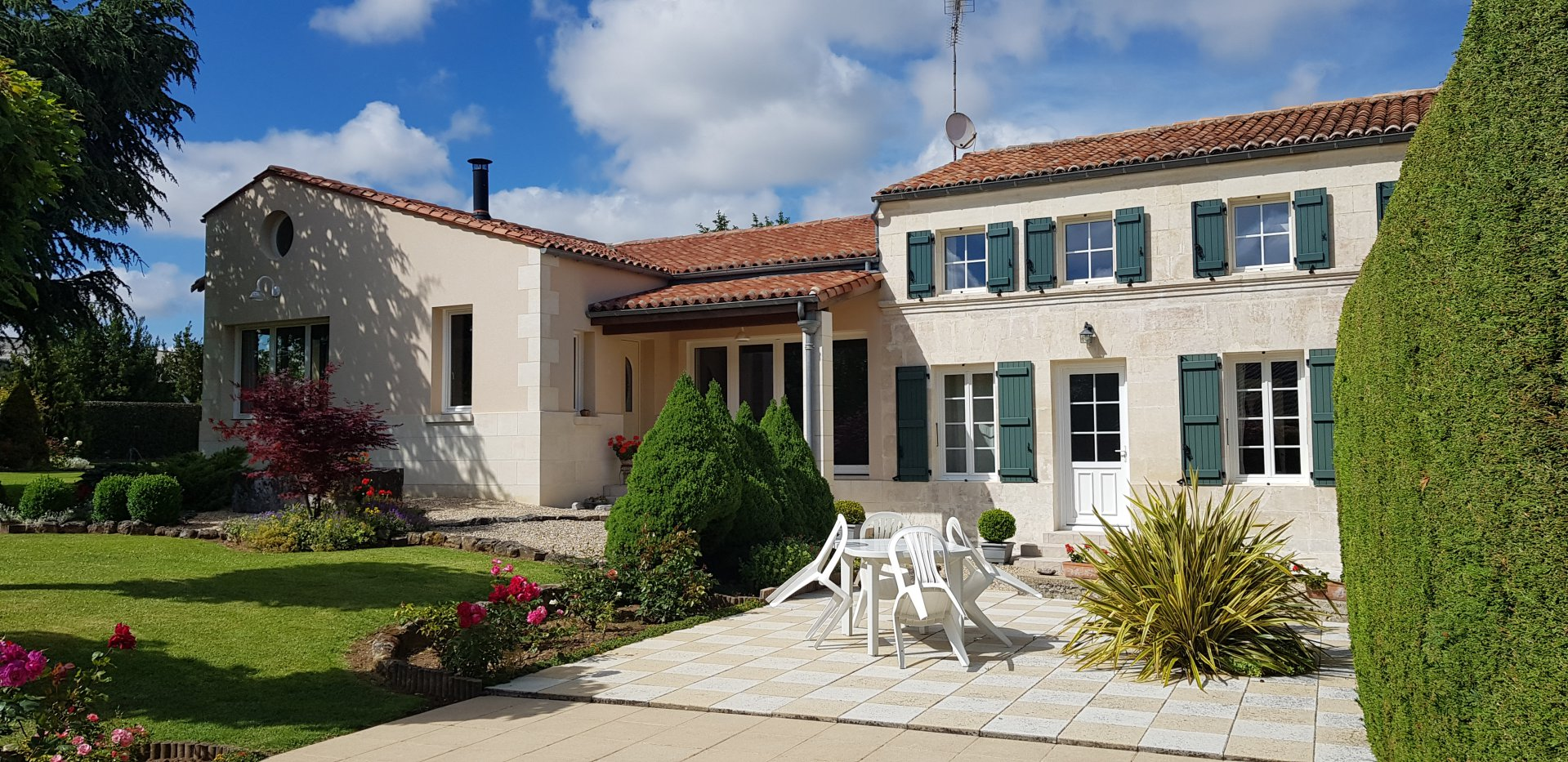 AGREABLE MAISON CHARENTAISE - Secteur PONS