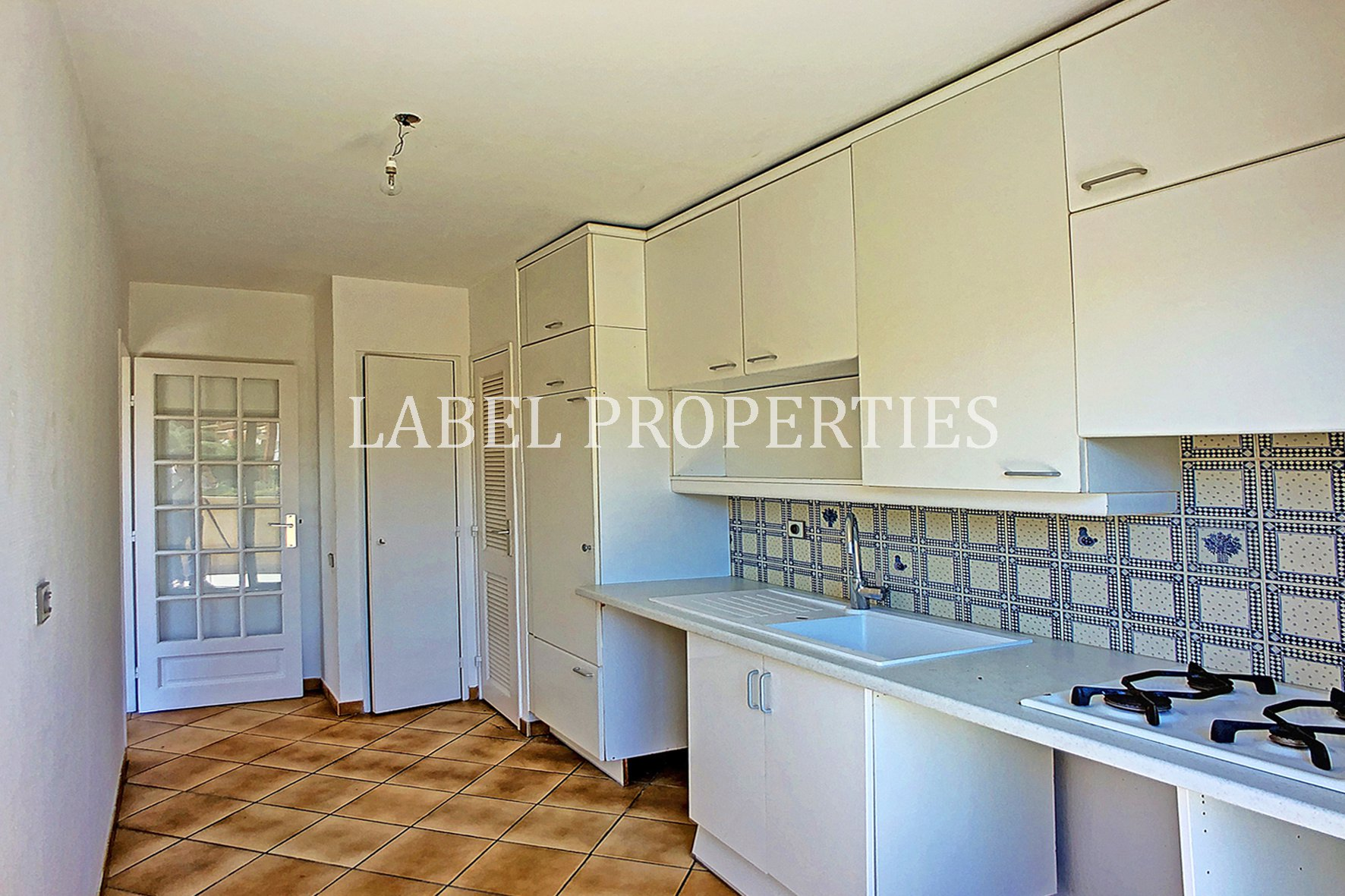 2 bedrooms apartment - top floor -open view