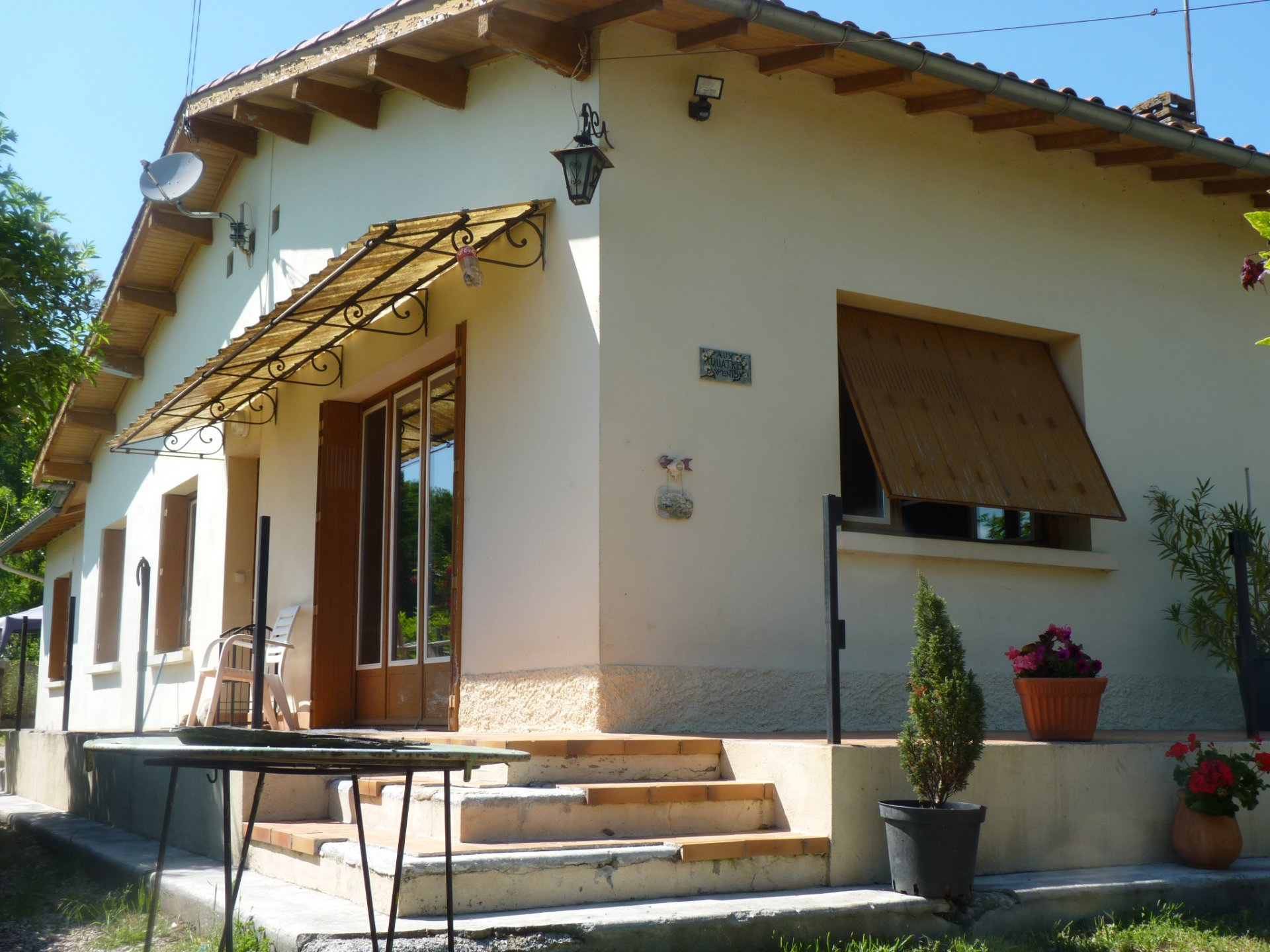 Charming single storey house T3 / 5 on 2081m ² of land 5 minutes highway