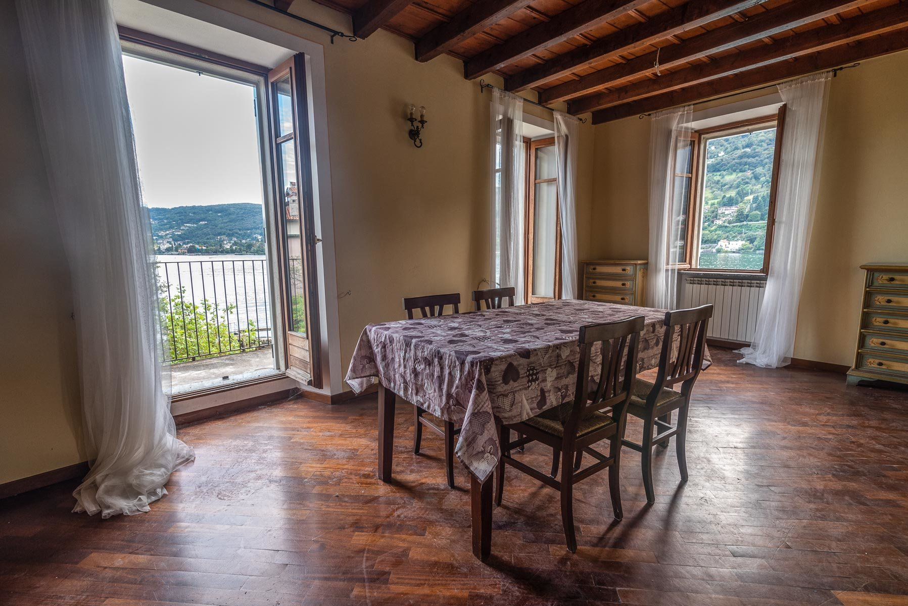 Apartment for sale in Pescatori island,Stresa- dining room with view