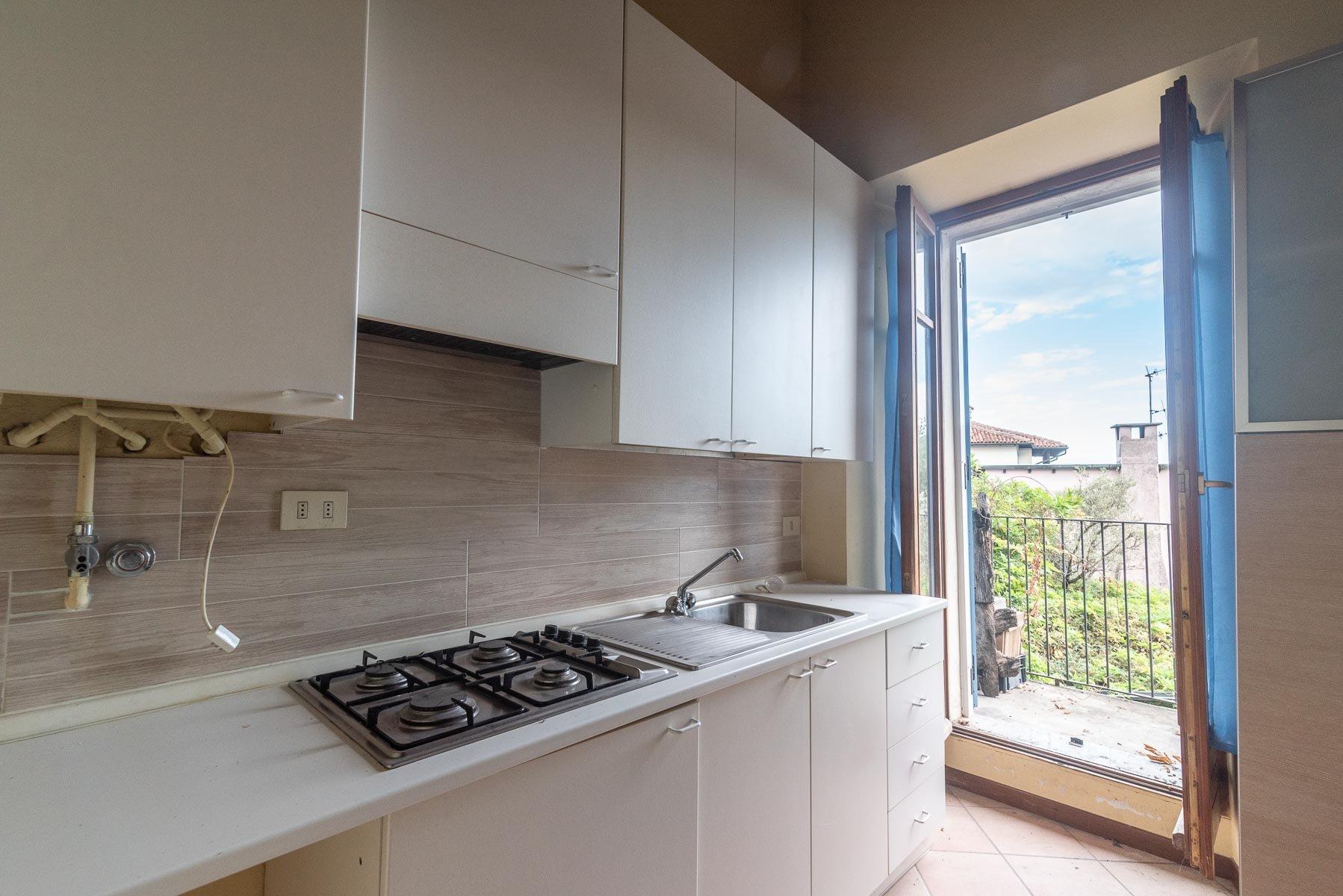 Appartamento in vendita sull'Isola Pescatori, Stresa-cucina