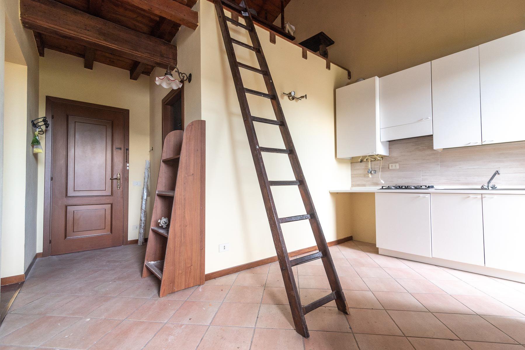 Apartment for sale in Pescatori island,Stresa-staircase