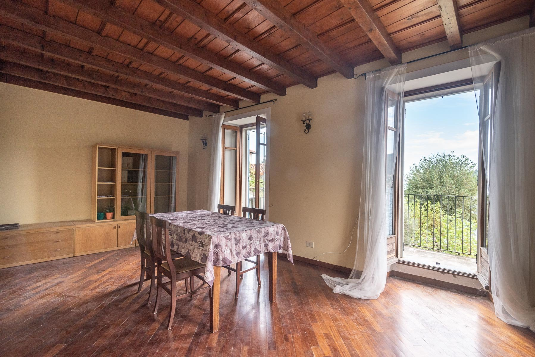 Apartment for sale in Pescatori island,Stresa-dining room